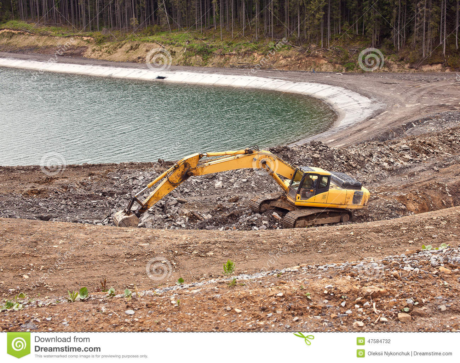 Construcci n de un lago artificial en bukovel foto de for Como construir un lago artificial