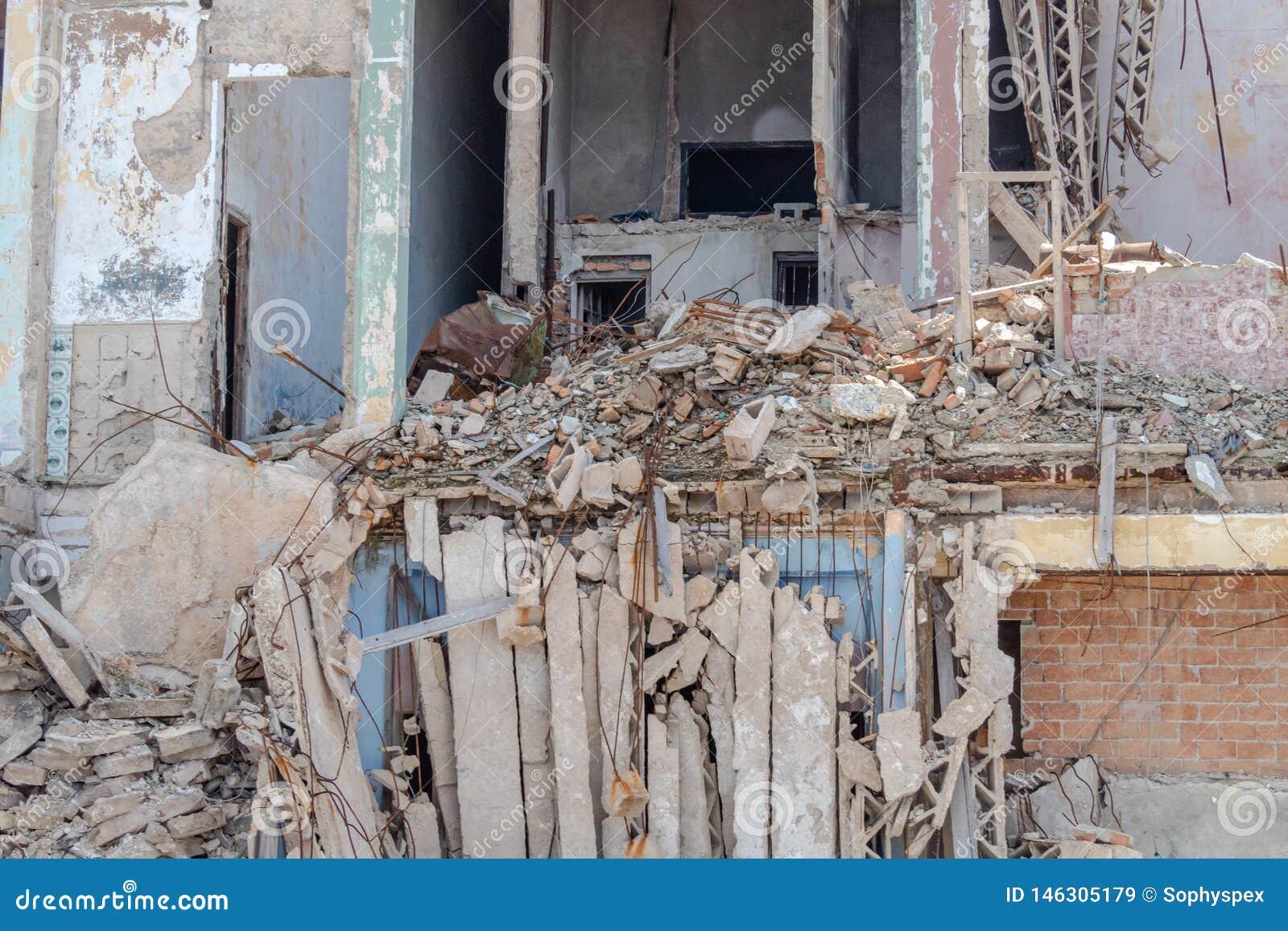 Construcción de viviendas concreta derrumbada en La Habana, Cuba