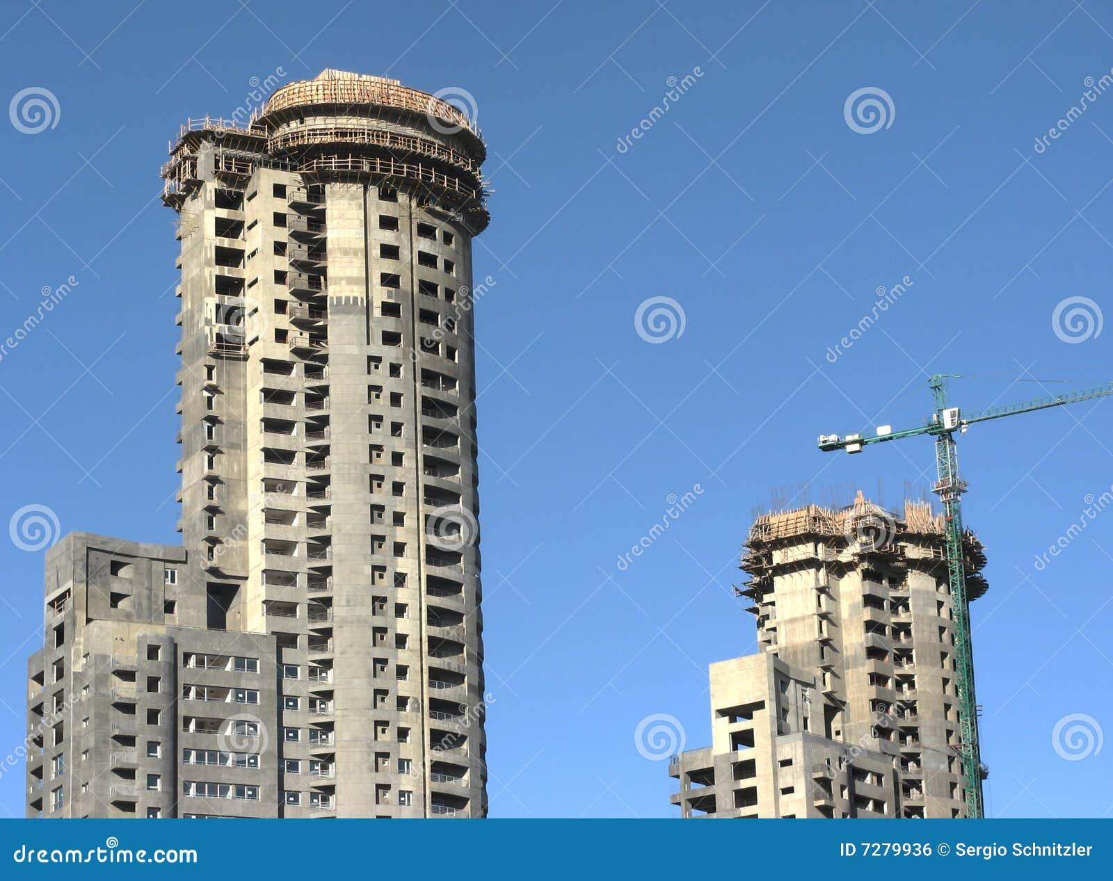 Construcción del edificio de dos torres