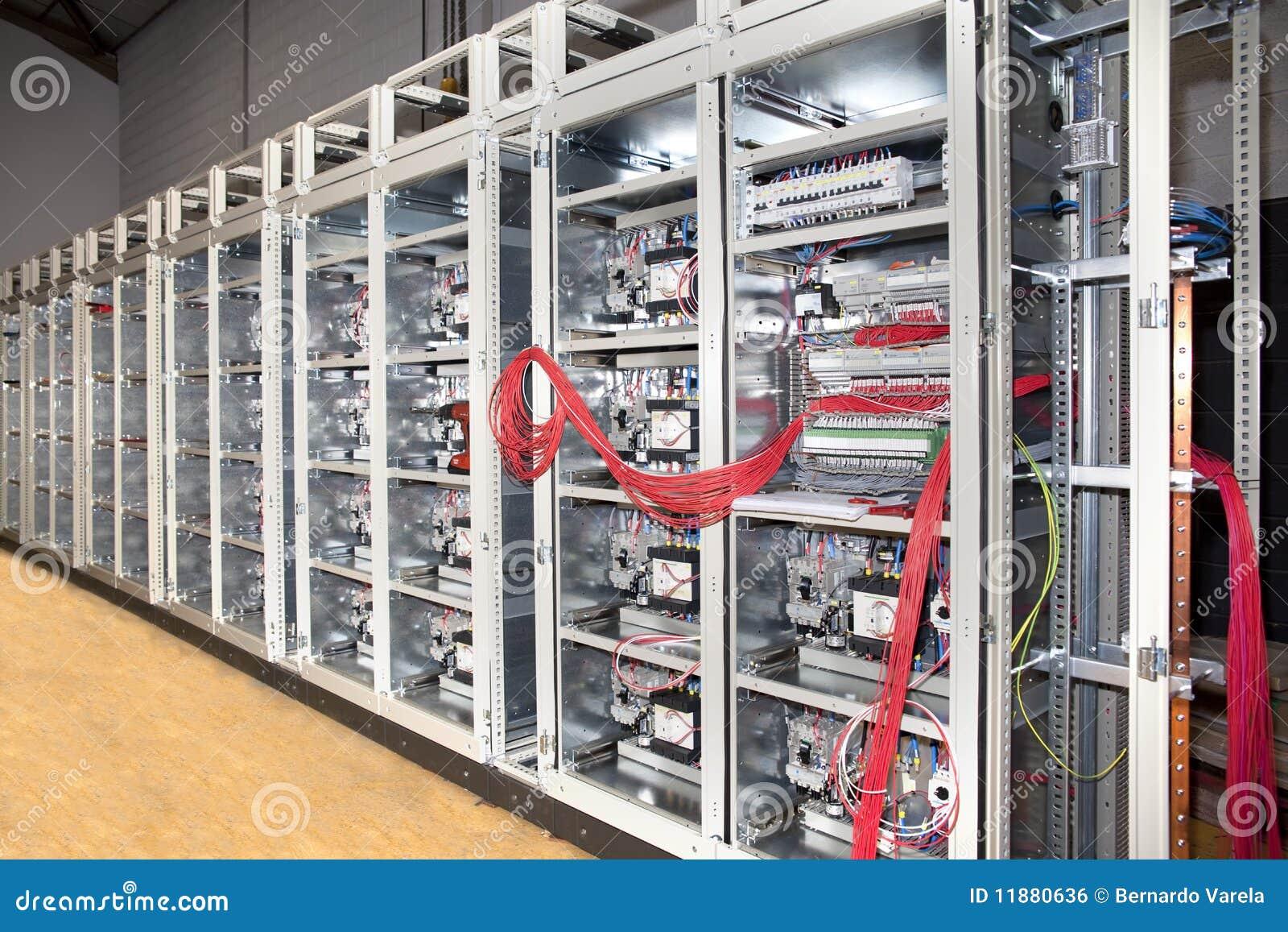 Construcción eléctrica de la tarjeta del panel