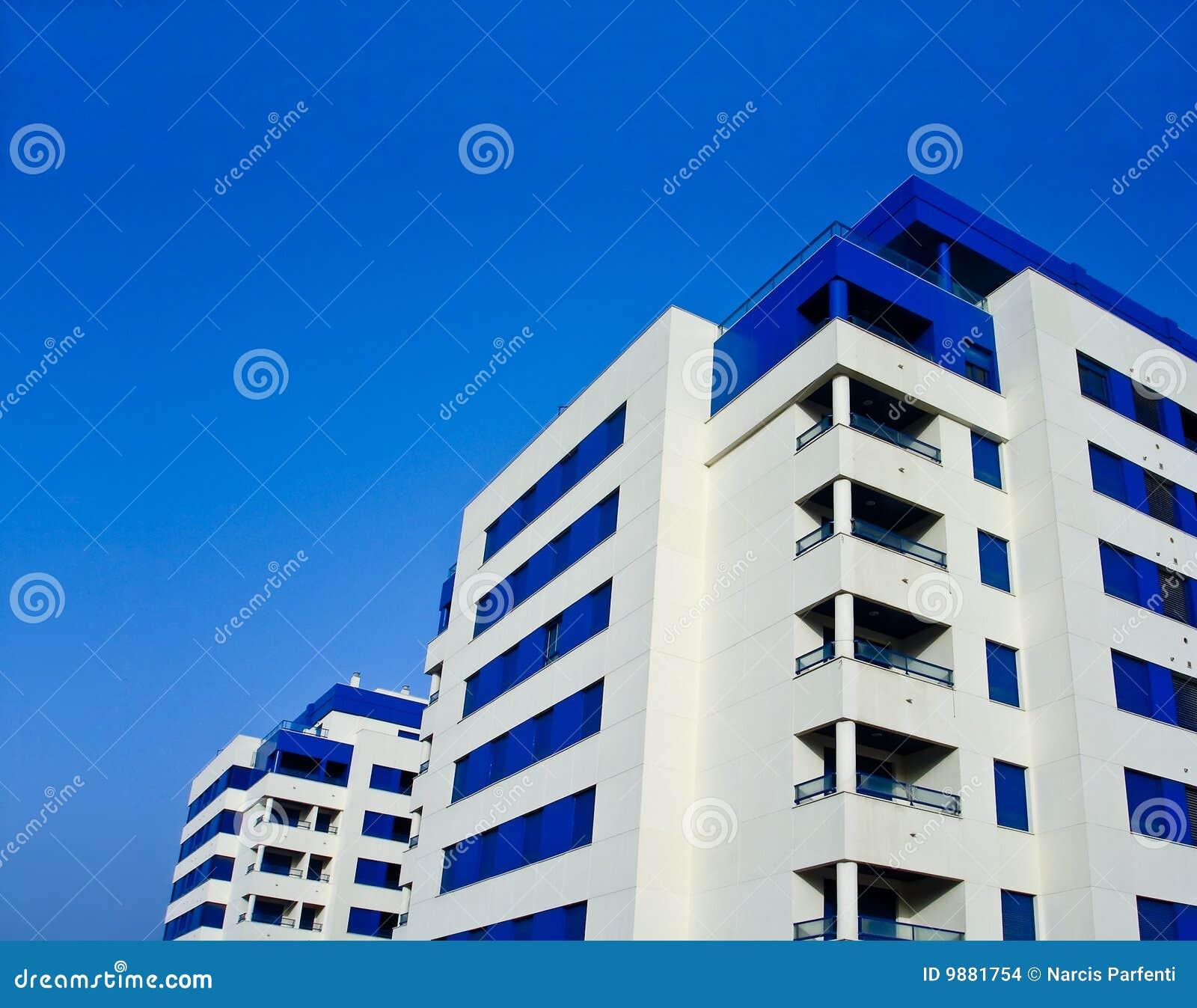 Construcciones de viviendas modernas imagenes de archivo for Construcciones modernas