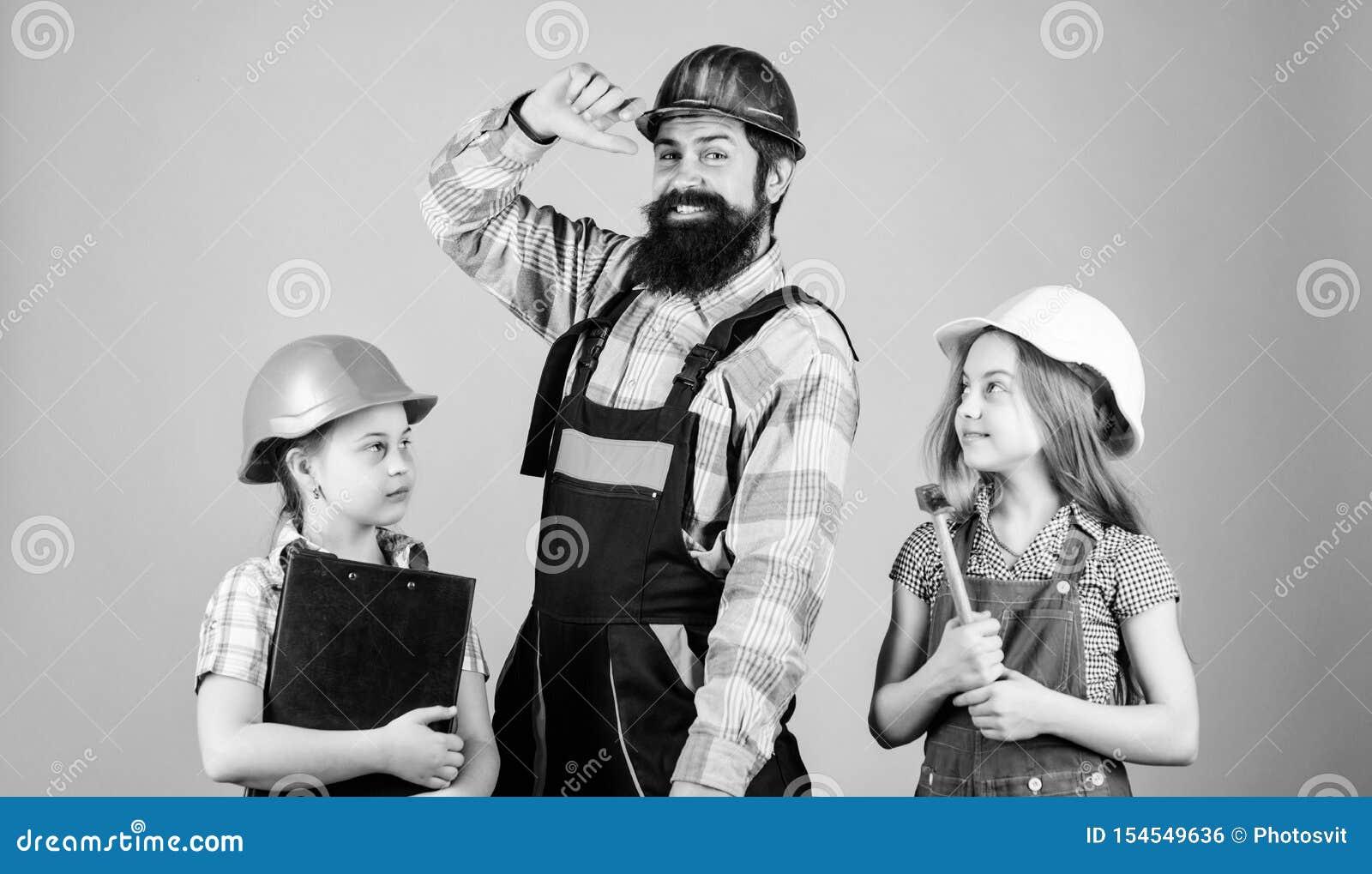 Constructeur de p?re et maison de r?paration de filles d enfants Enseignez la fille ?ducation informelle Jour de p?res Les soeurs