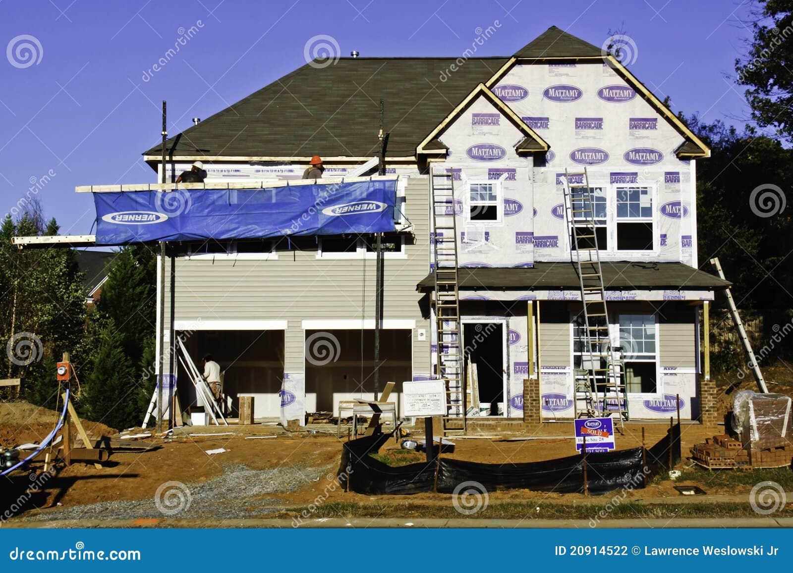 Construction à la maison neuve - chantier occupé