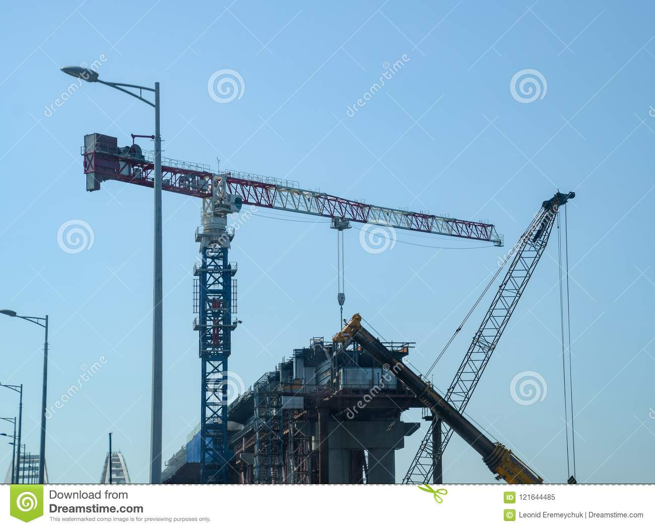 How is the construction of the Crimean bridge 75