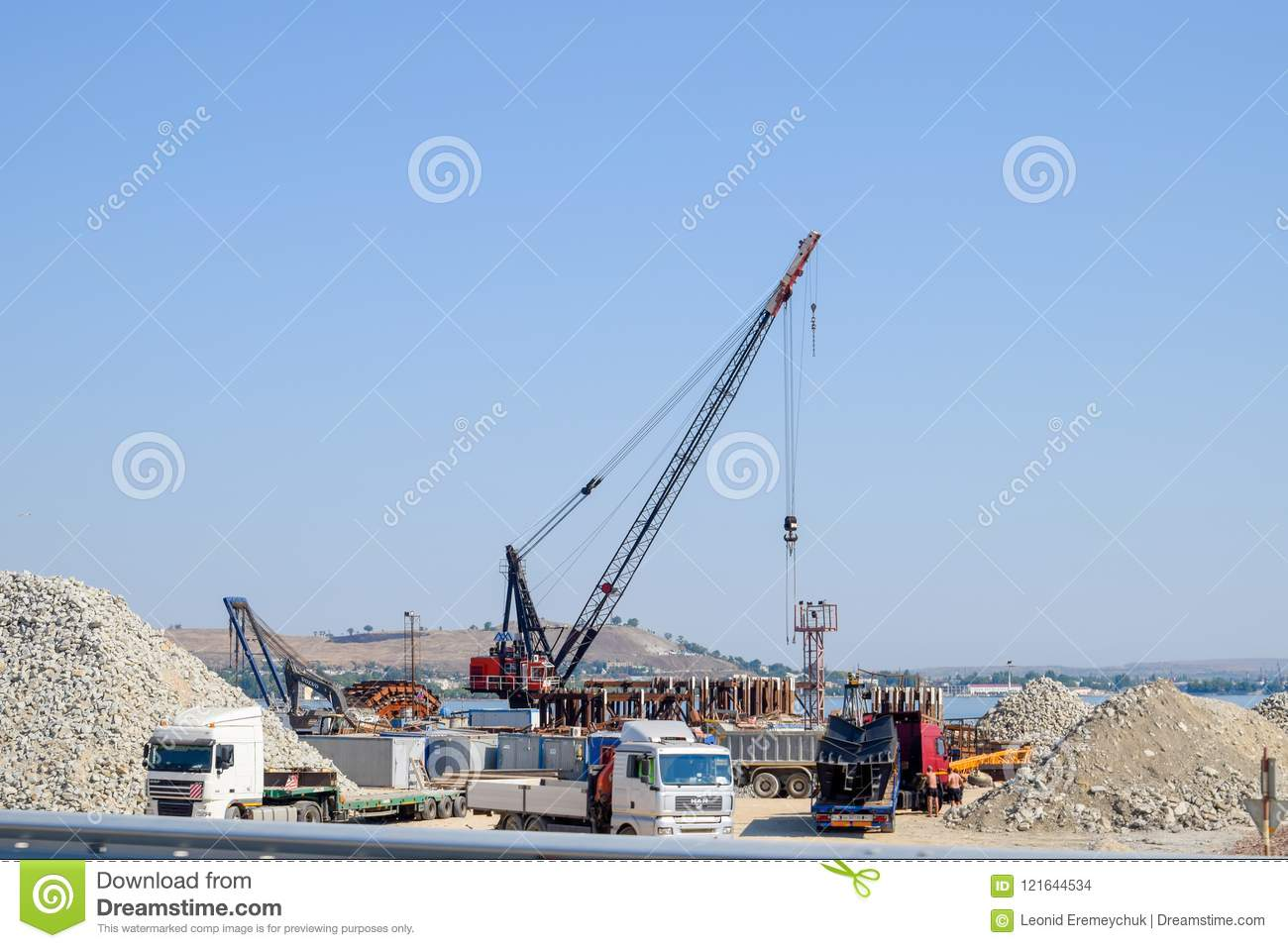 How is the construction of the Crimean bridge 26
