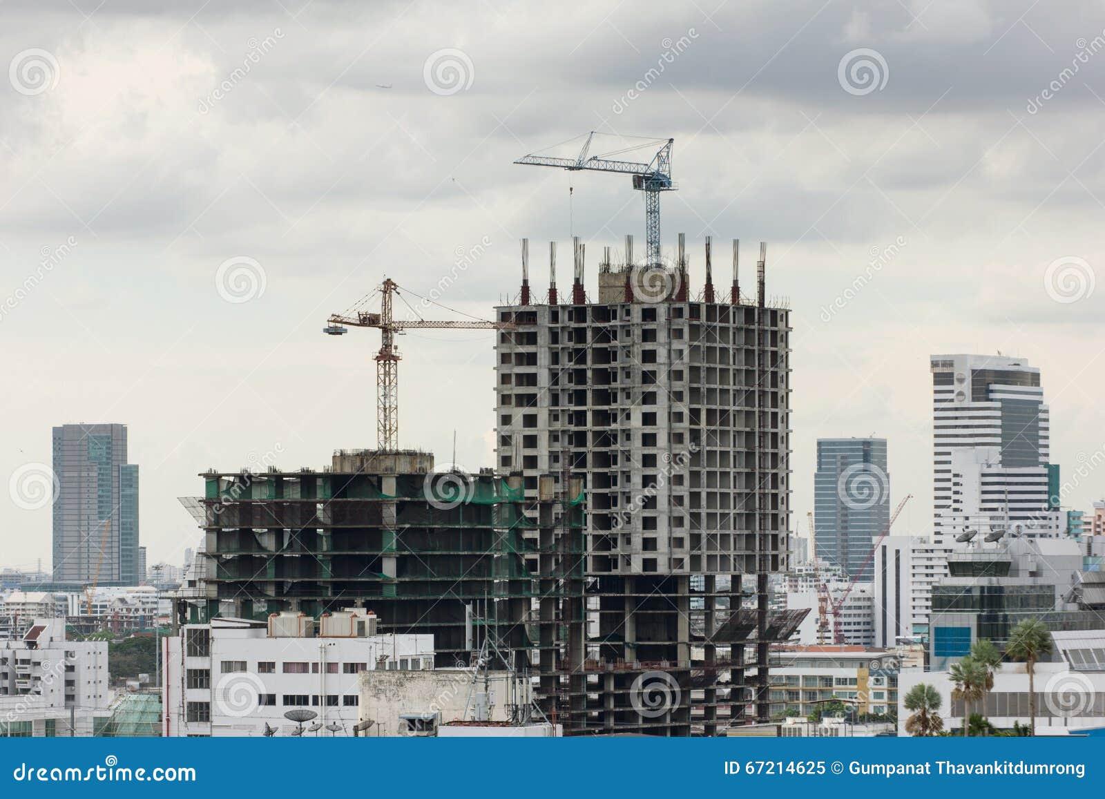 Construction de bâtiments dans une zone urbaine fortement encombrée