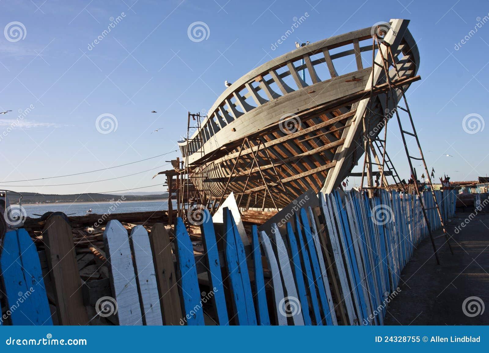Construction de bateau de p che photo libre de droits for Maison classique curitiba venda