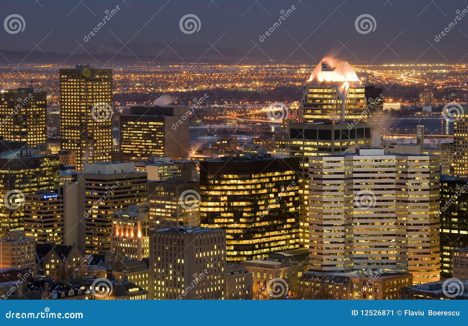 Construction de gratte ciel de montr al de sc ne de nuit de paysage urbain im - Construction gratte ciel ...