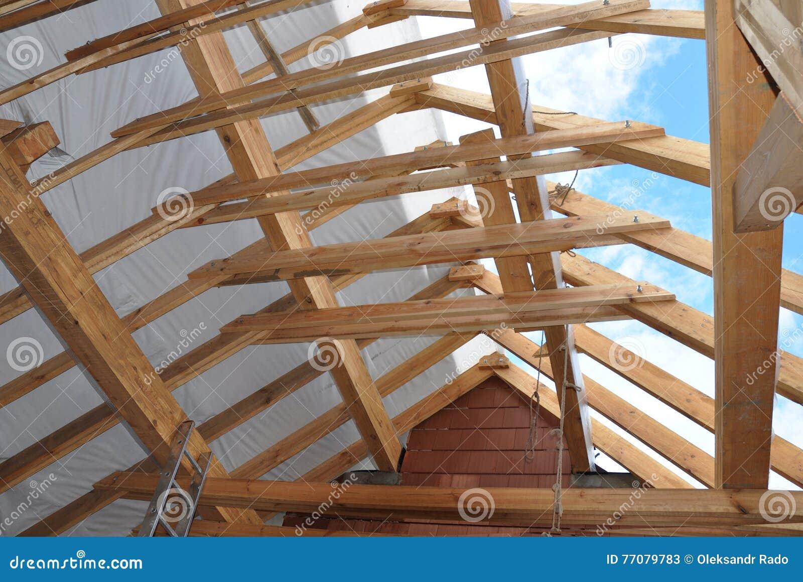 Construction de grenier construction de grenier de toiture d 39 int rieur construction en bois de Toit mansarde bardage bois