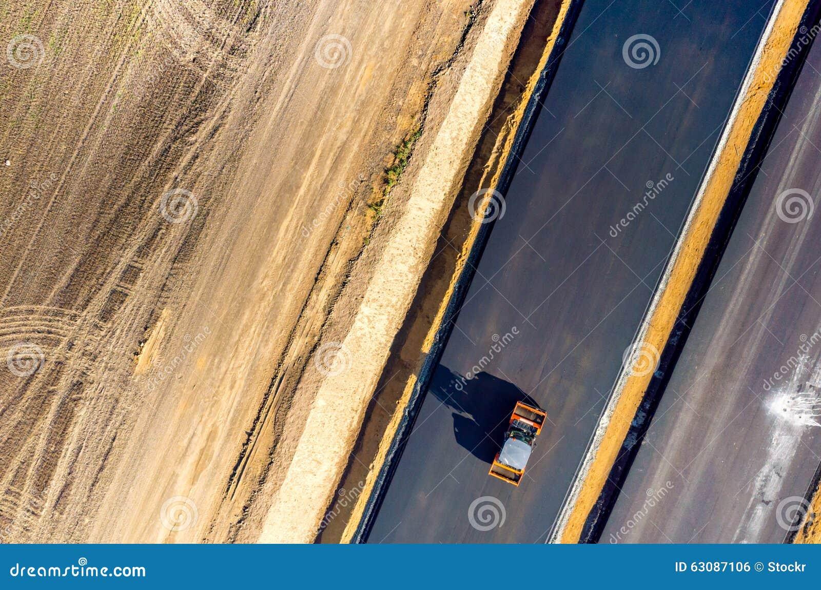Download Construction De Routes Neuve Photo stock - Image du renouvellement, industrie: 63087106