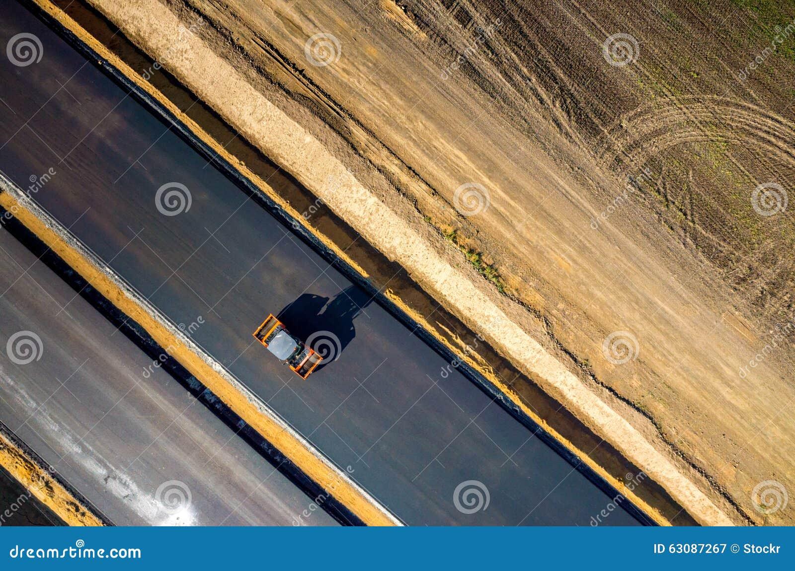 Download Construction De Routes Neuve Image stock - Image du neuf, asphaltage: 63087267