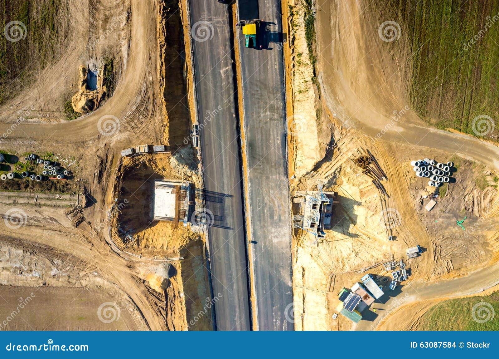 Download Construction De Routes Neuve Photo stock - Image du chargeur, asphaltage: 63087584