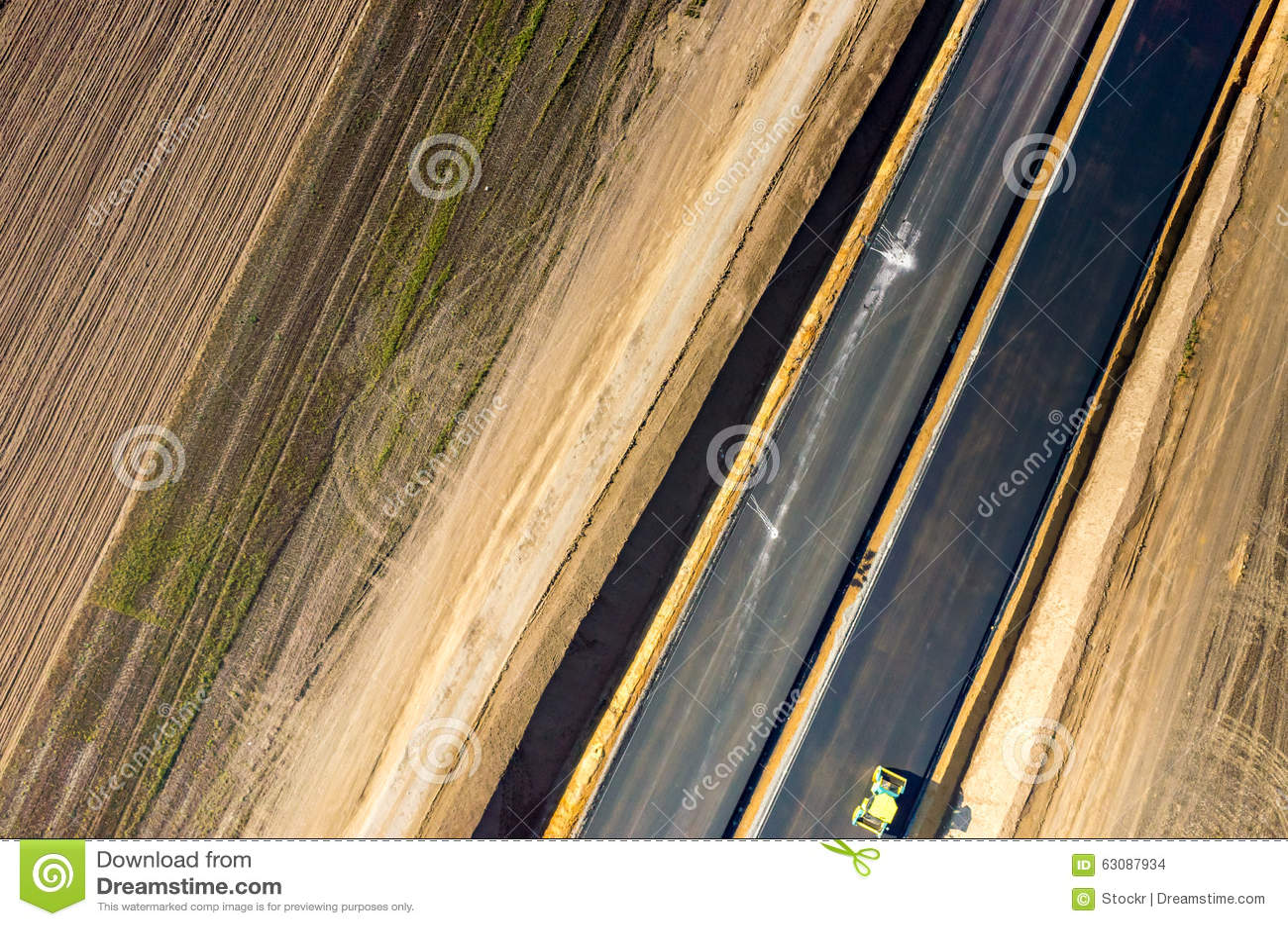 Download Construction De Routes Neuve Photo stock - Image du bitume, pneumatique: 63087934
