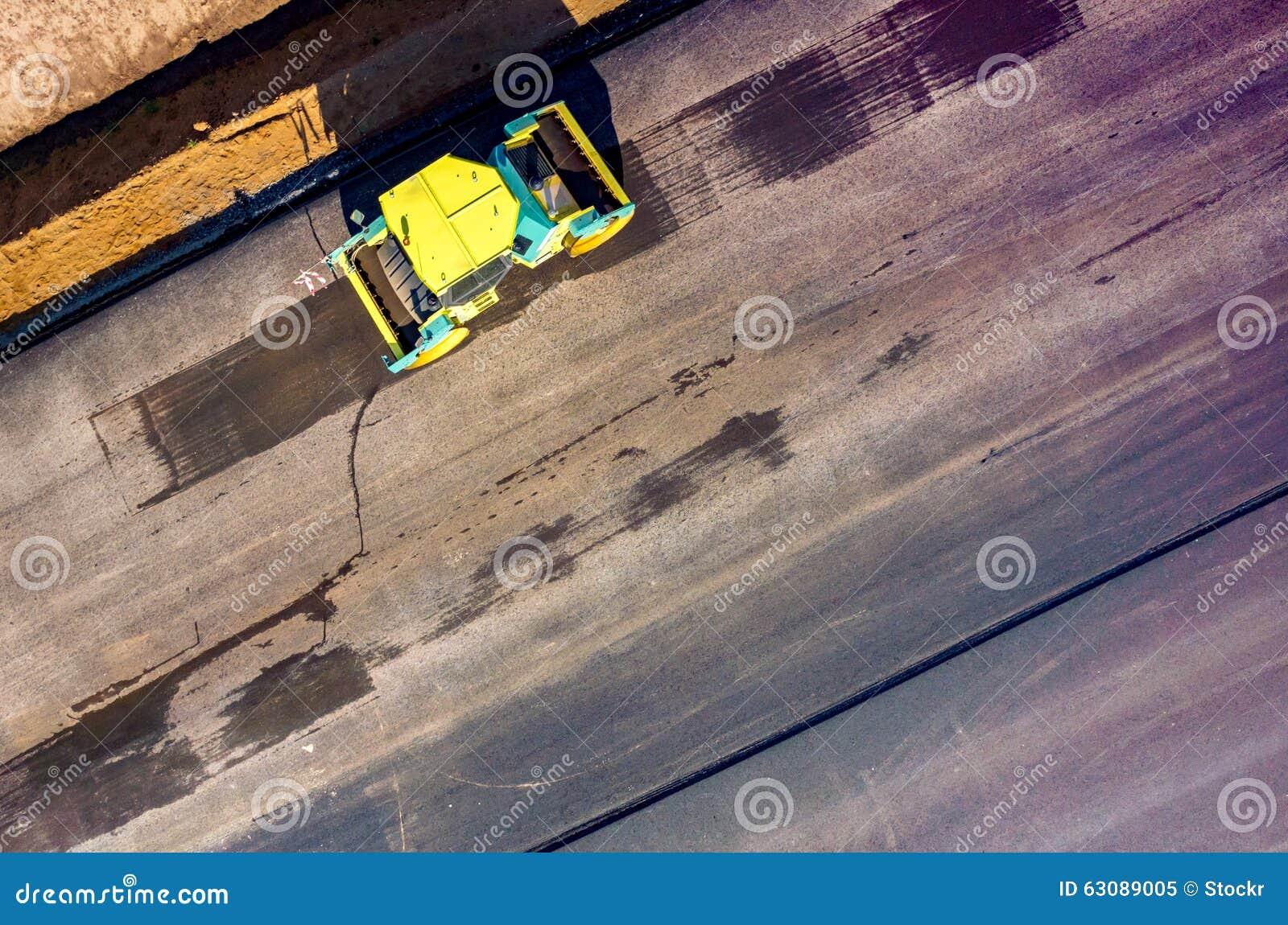 Download Construction De Routes Neuve Image stock - Image du bitume, roulement: 63089005