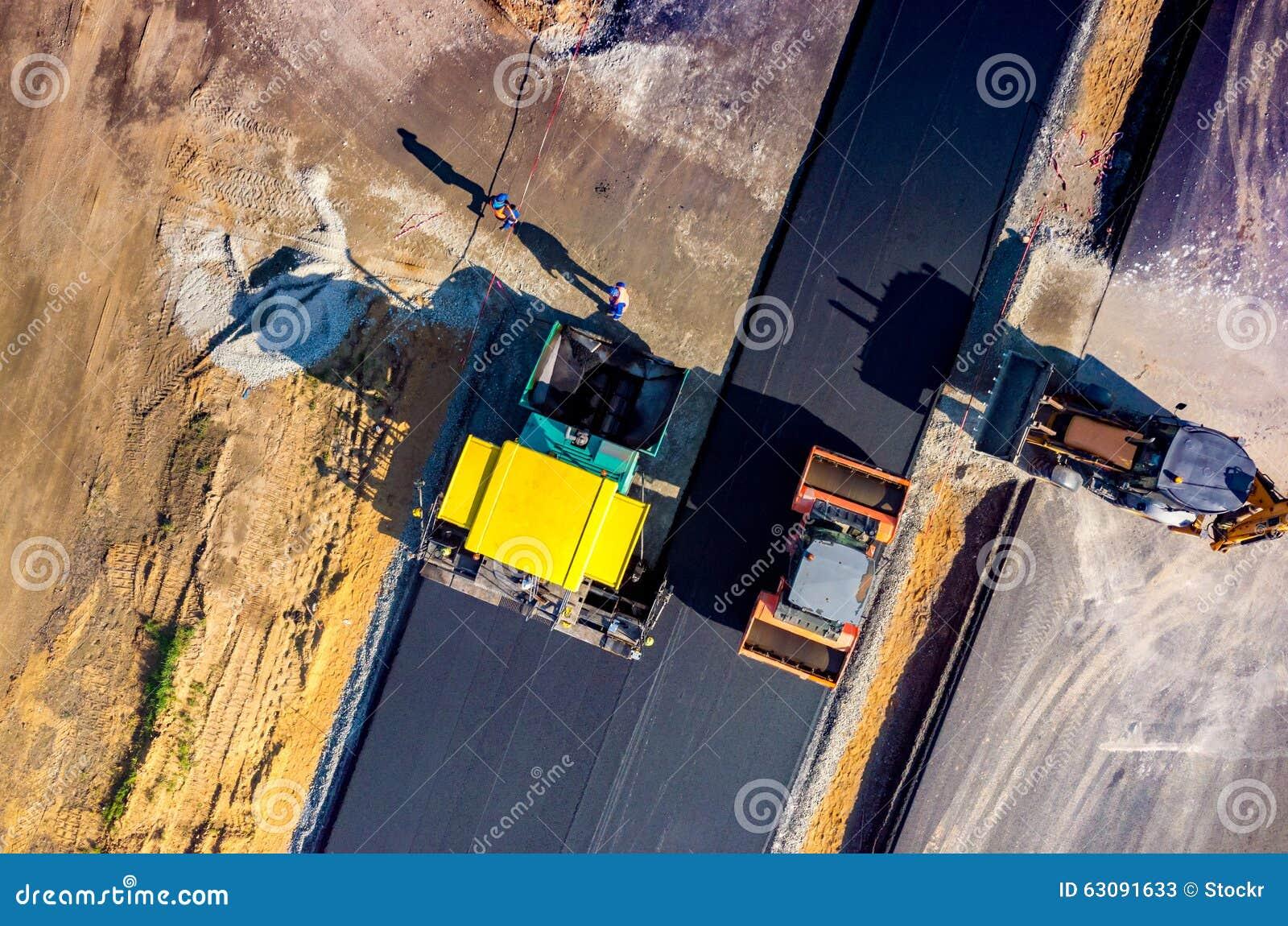 Download Construction De Routes Neuve Image stock - Image du omnibus, machines: 63091633