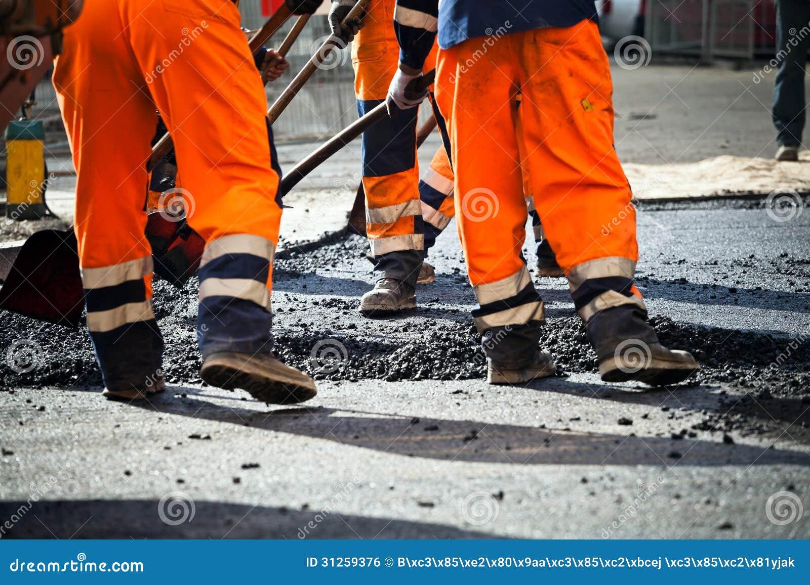 Construction de routes, travail d équipe