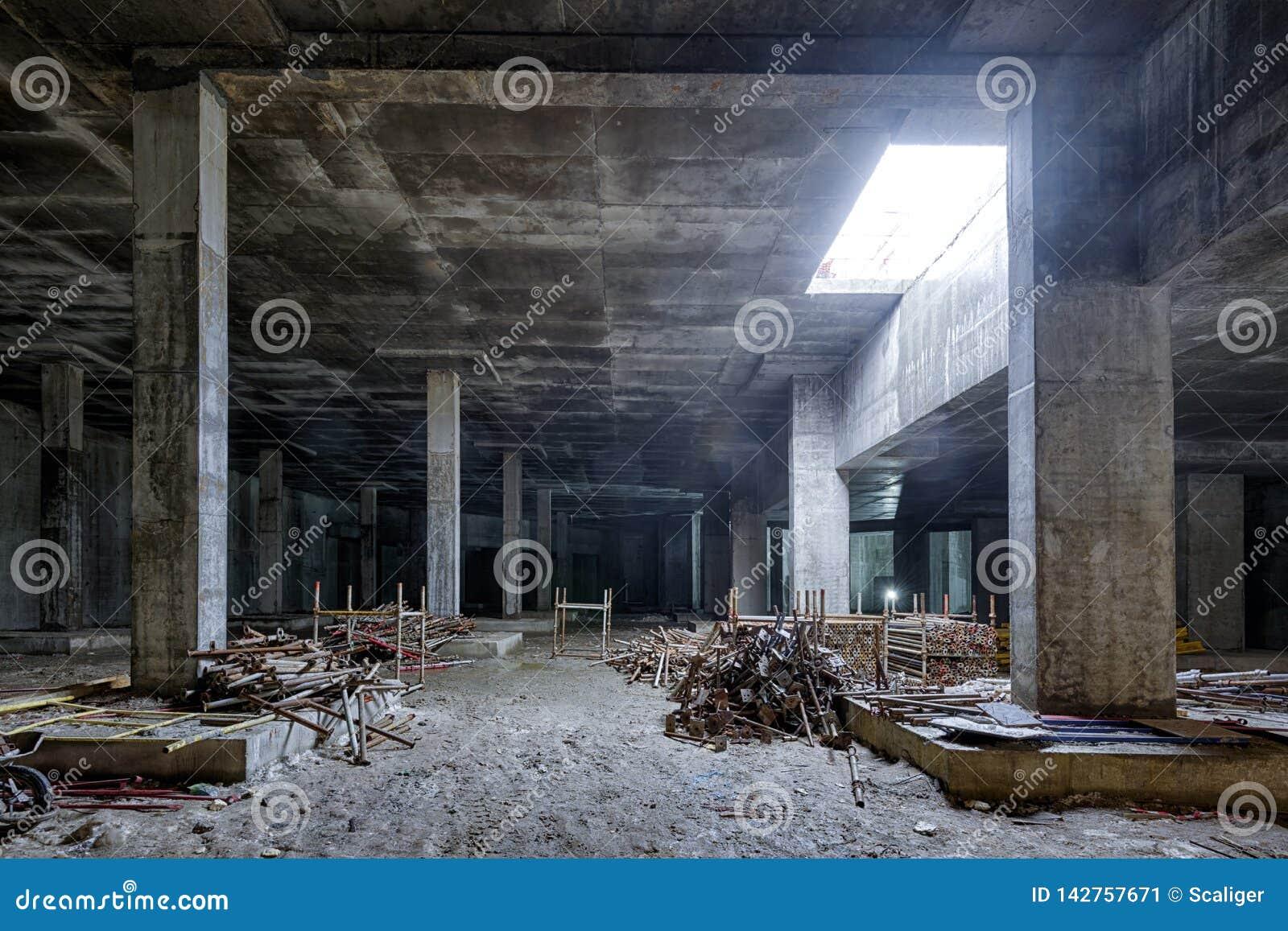 Sol En Beton Interieur construction en béton de sous-sol du grand bâtiment image
