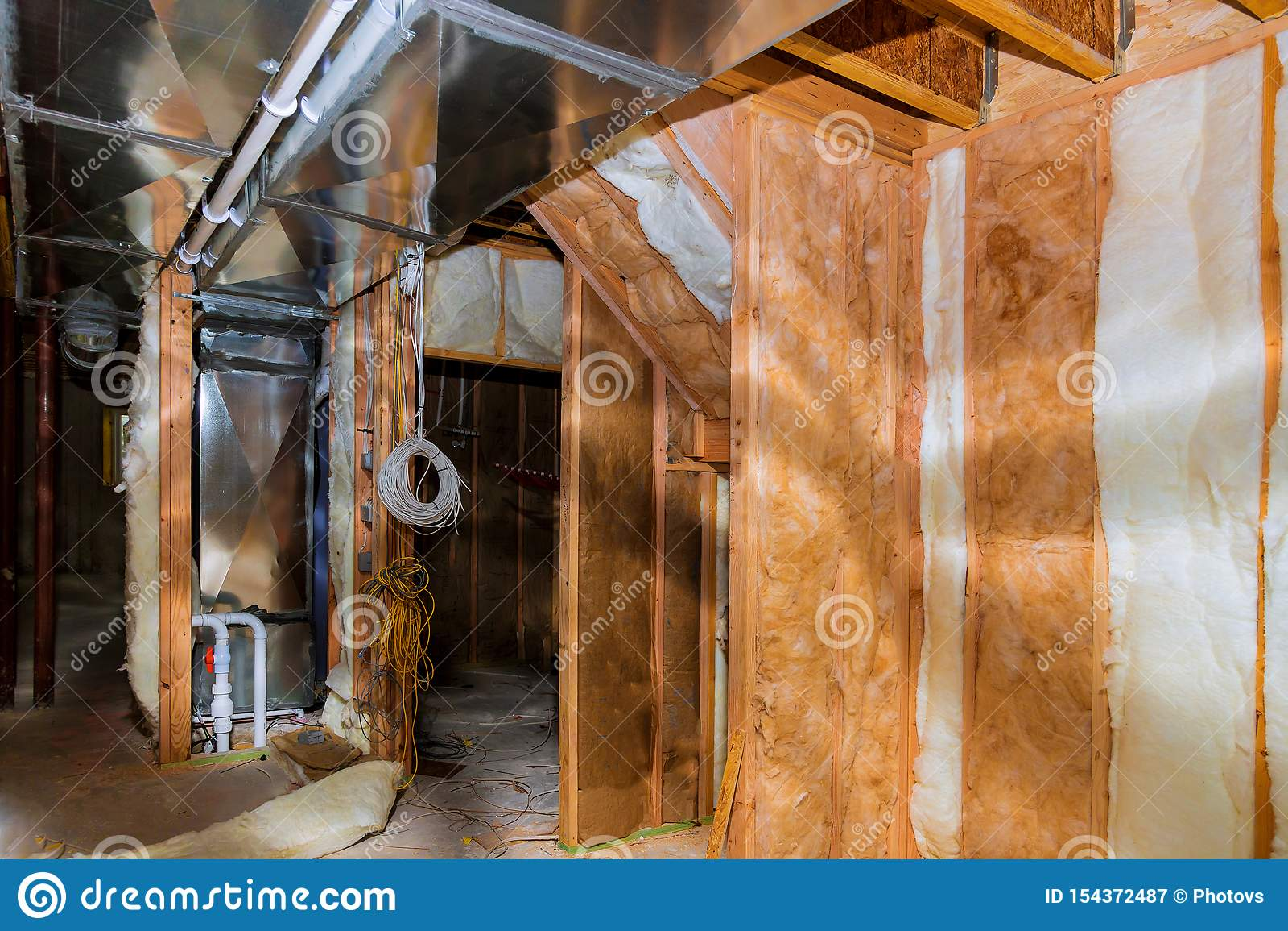 Construction intérieure établissant l installation électrique