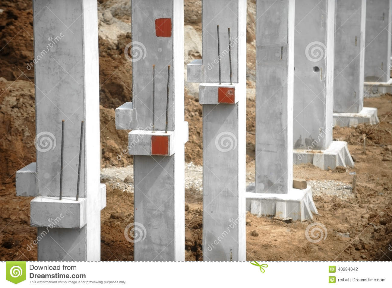 Construction site foundation pillars and columns stock for Concrete pillars for foundation