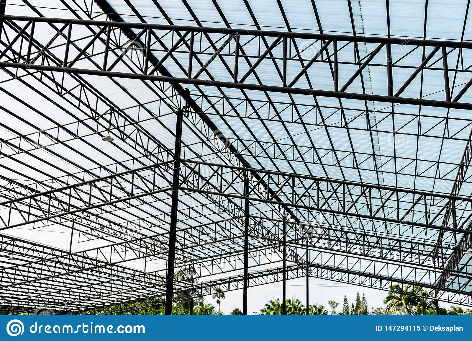 Steel frame roof for large warehouses
