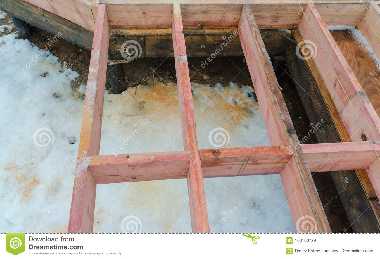 Installation Sub-floor And The Lag In Building On Pile