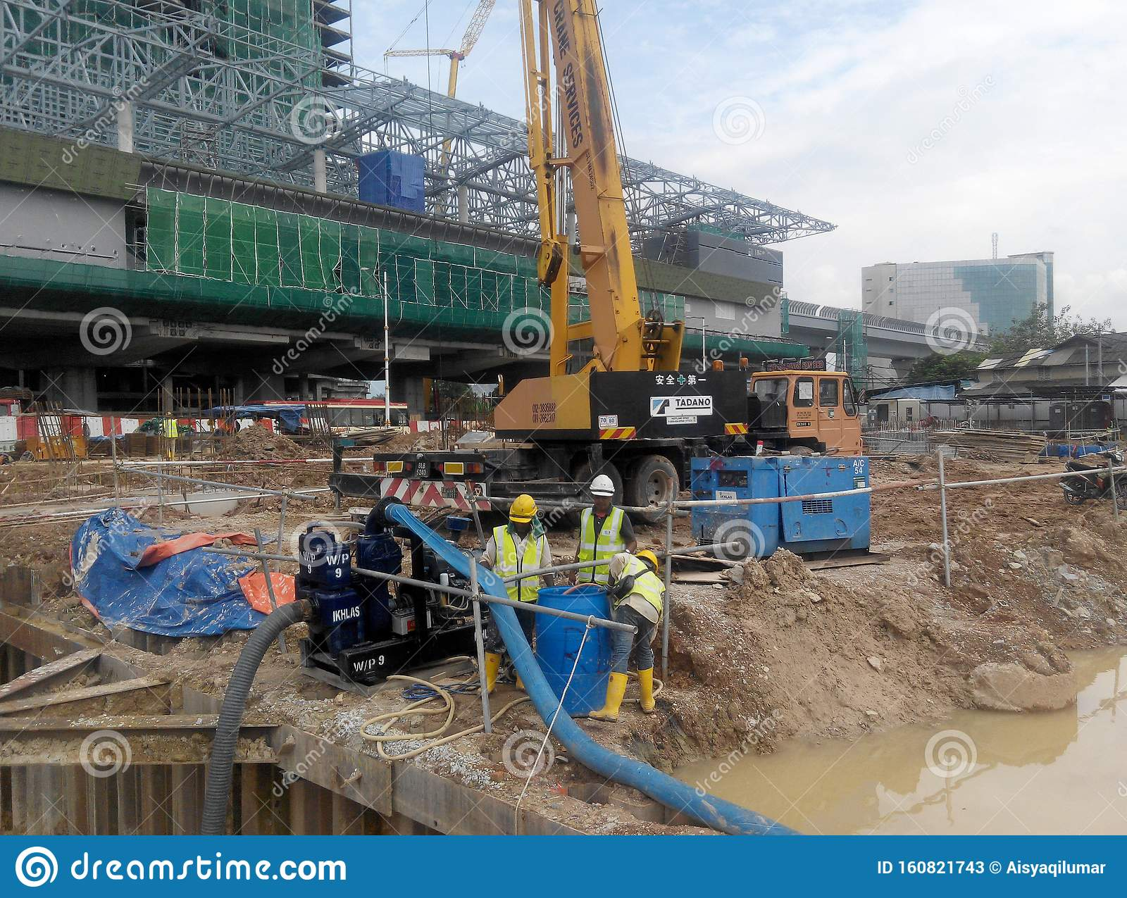 Construction Workers Mixing And Spraying The Anti Termite Chemical Treatment To The Soil At The Construction Site Editorial Stock Photo Image Of Excavation Danger 160821743