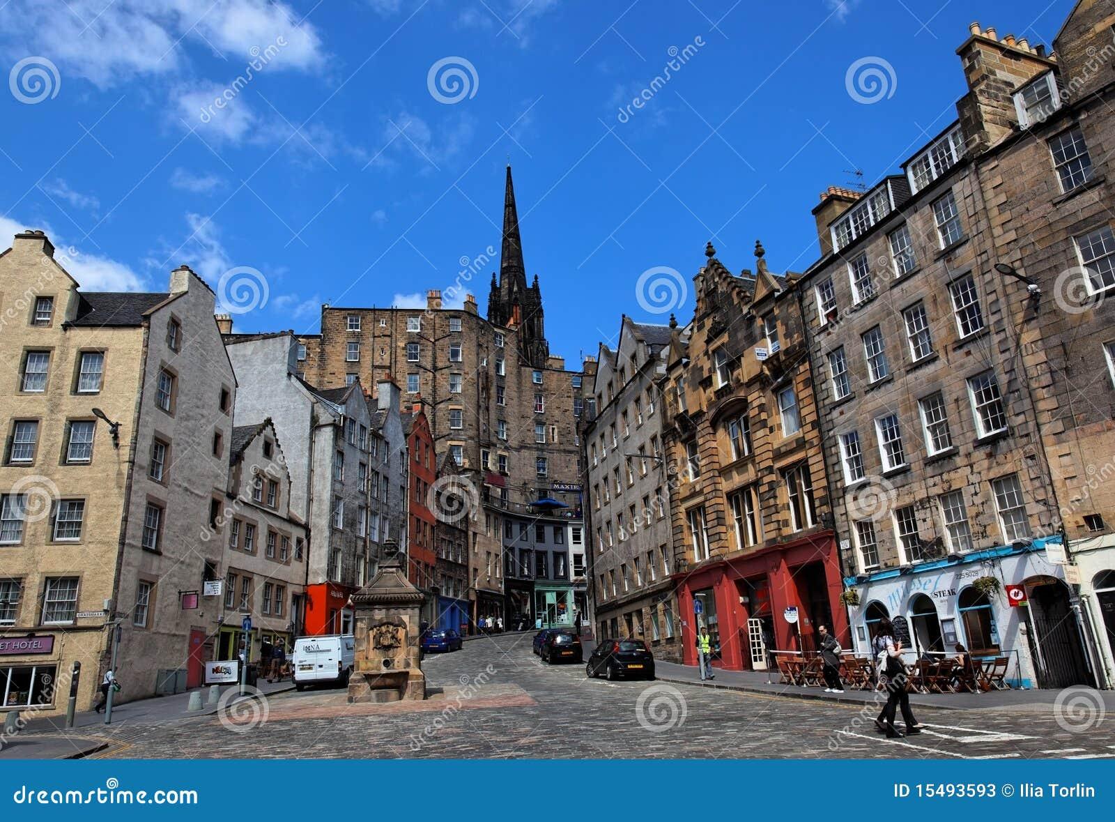 Constructions historiques sur la rue Edimbourg de Victoria. LE R-U.