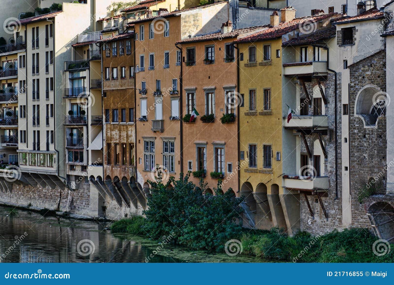 constructions par le fleuve d 39 arno italie image stock. Black Bedroom Furniture Sets. Home Design Ideas