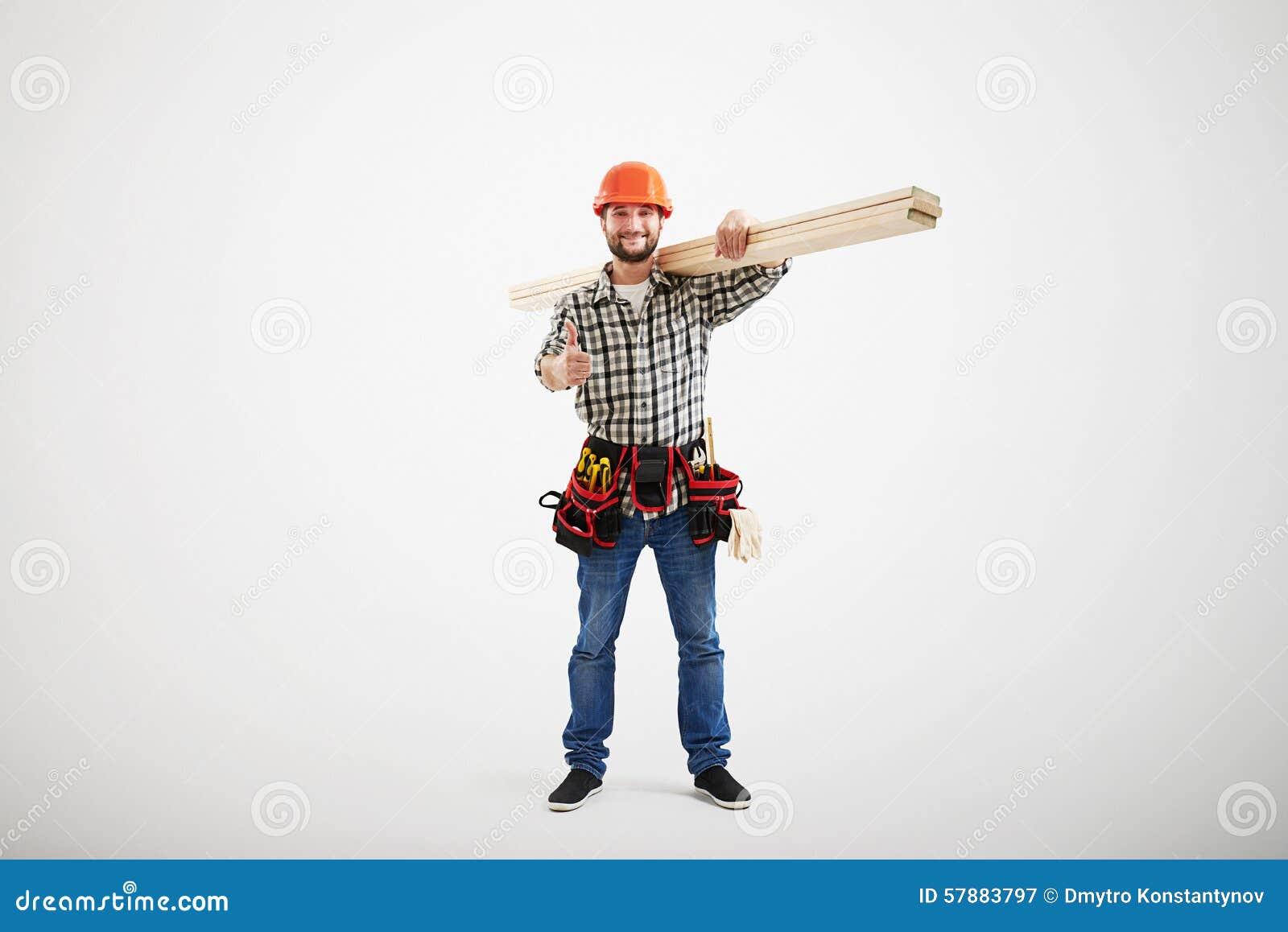 Constructor sonriente en uniforme