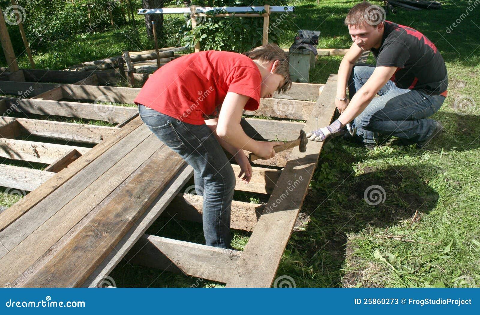 Construindo Um Terraço De Madeira Fotos de Stock Imagem: 25860273 #A62725 1300x869