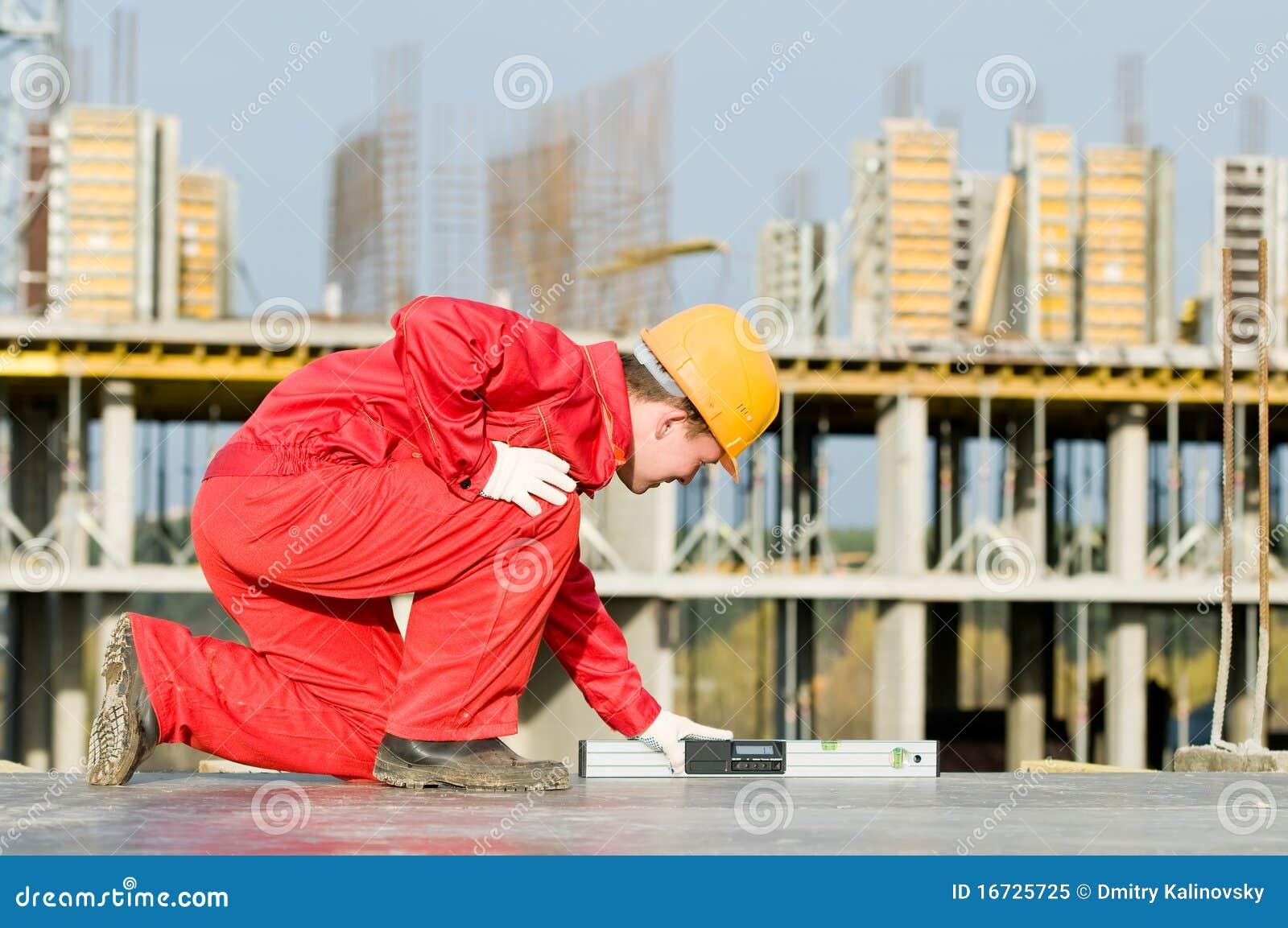 Construtor com nível digital
