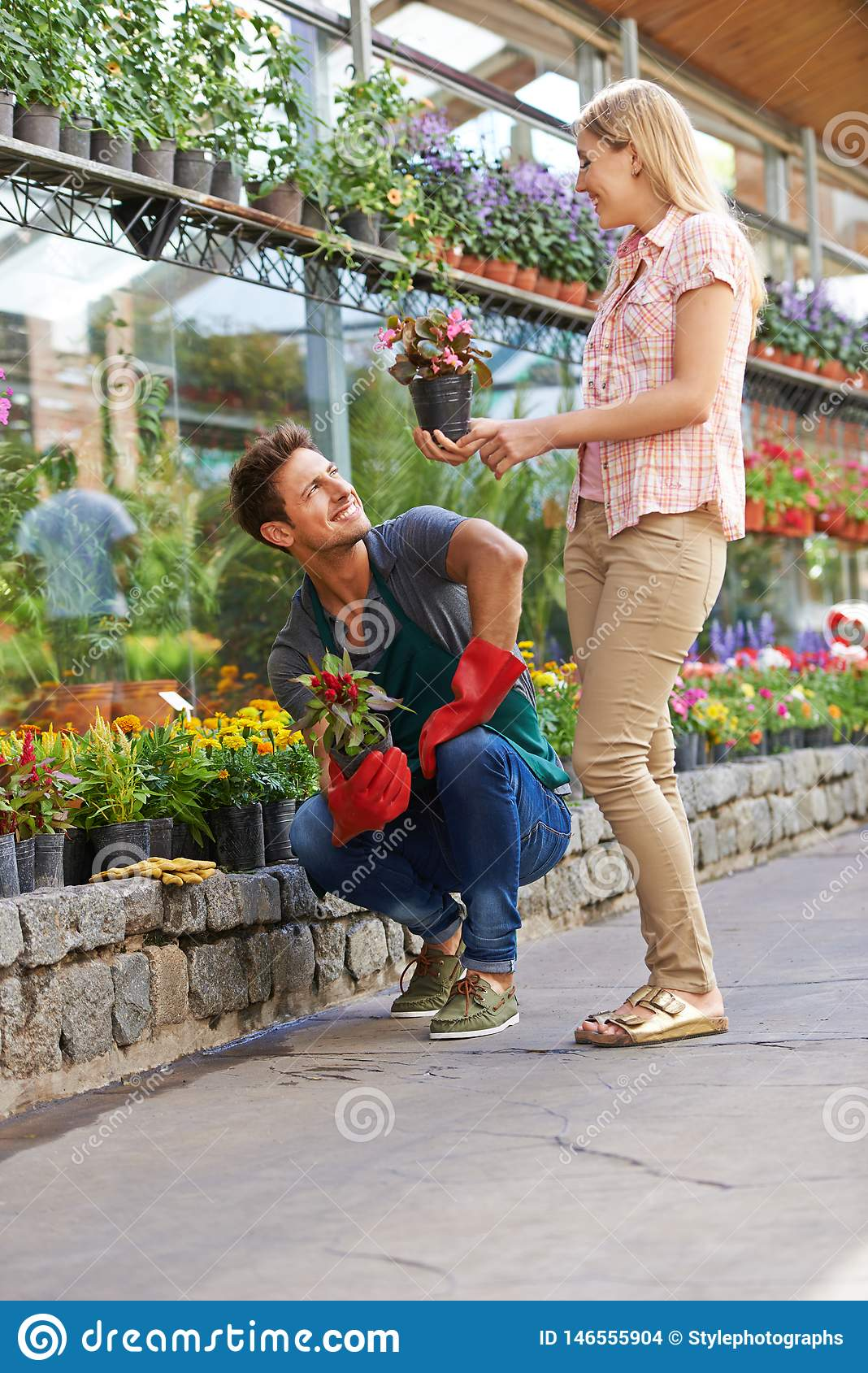 Consultation with florist in retail