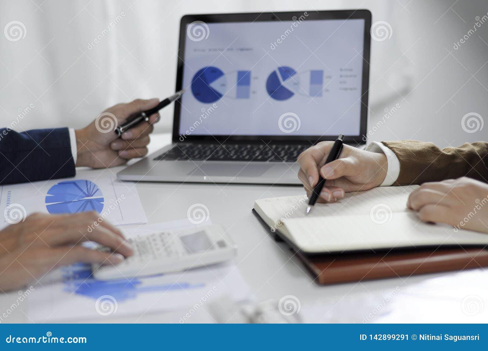 Consultoría de negocios, trabajo, consejo, auditando