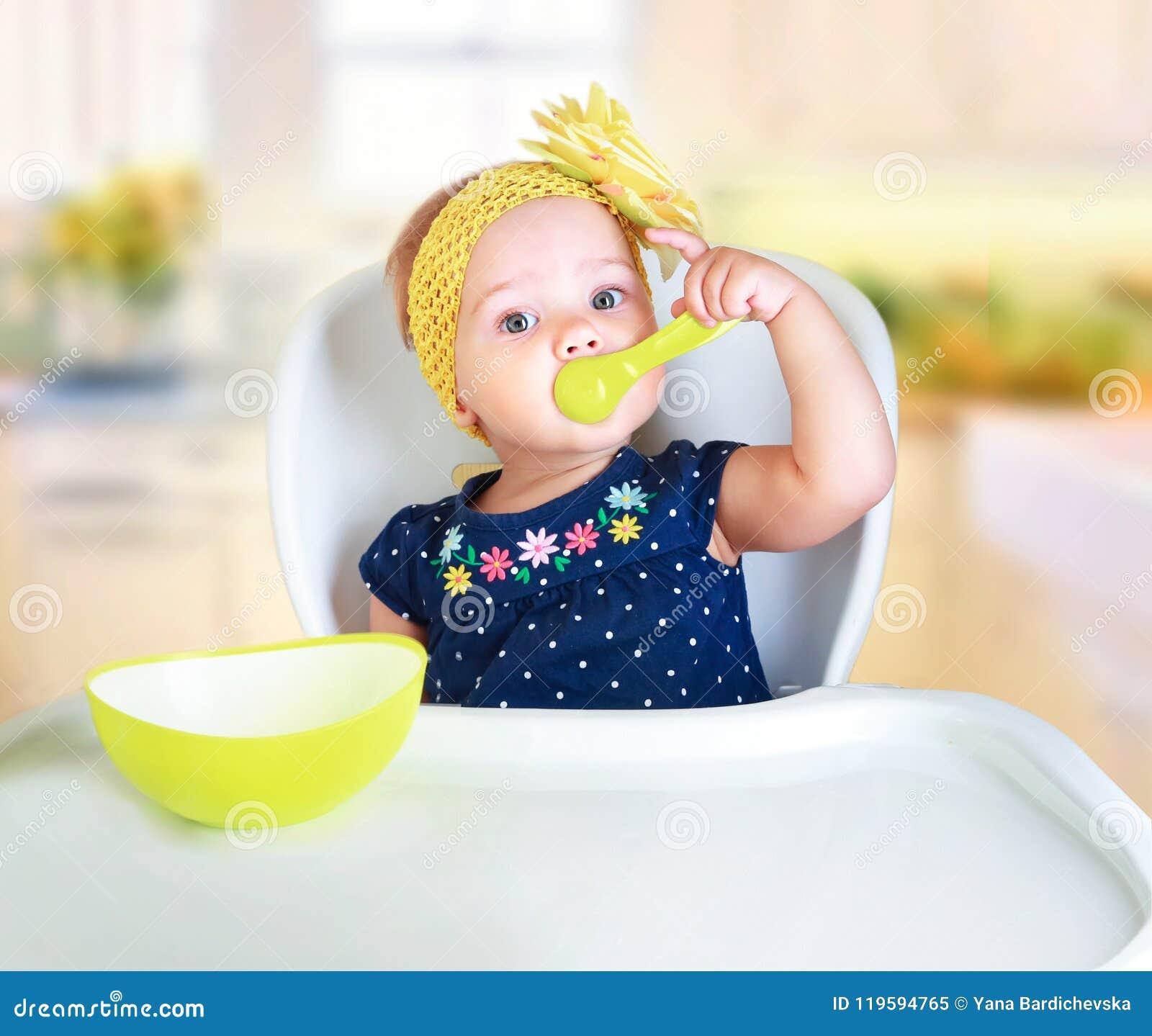 Consumición del niño del bebé Nutrición del ` s del niño