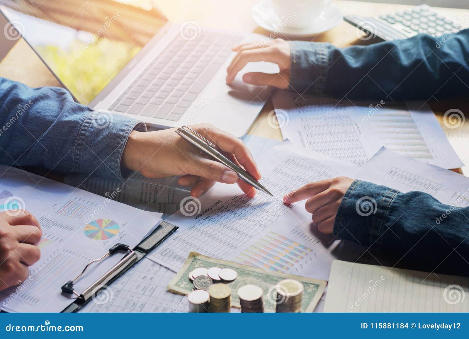 Contabilità di lavoro di finanza di verifica di riunione del gruppo di affari