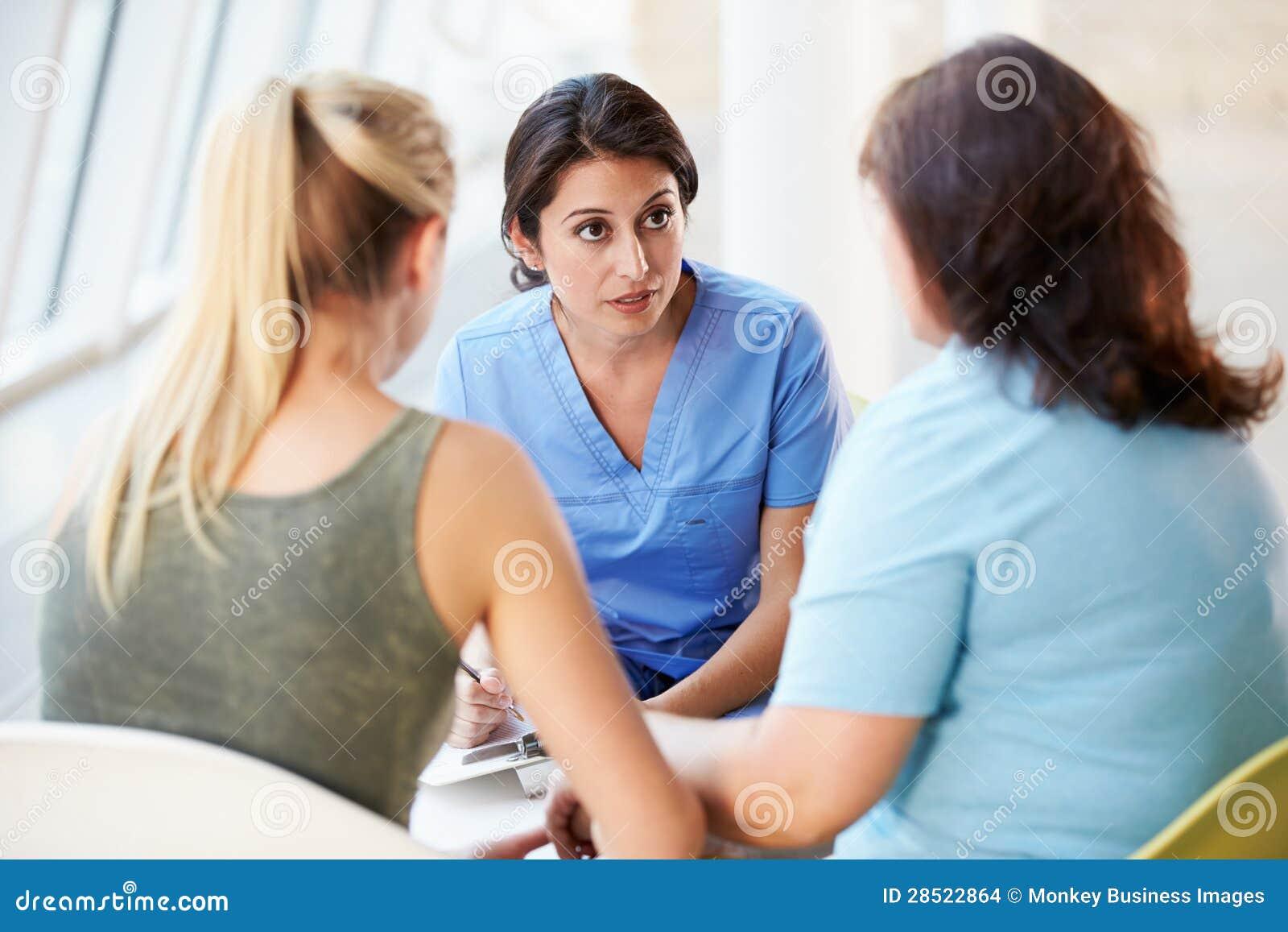 Contact d infirmière avec l adolescente et la mère
