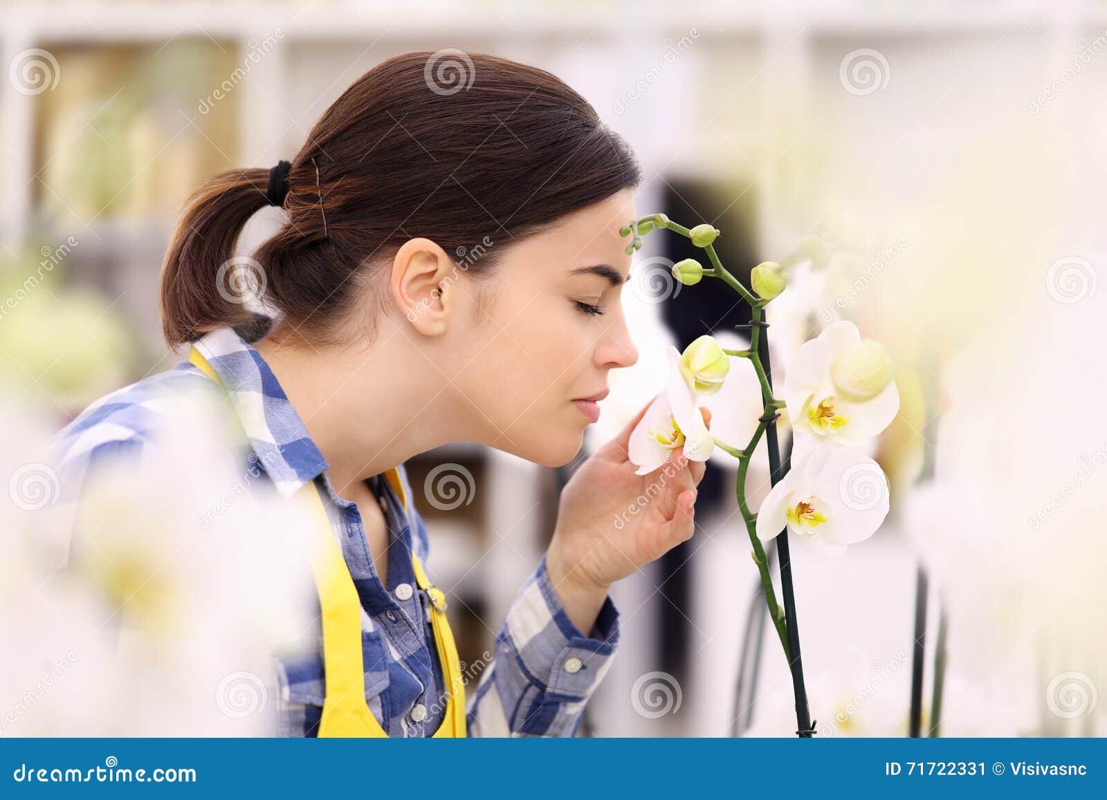Contacts et odeurs de femme une orchidée