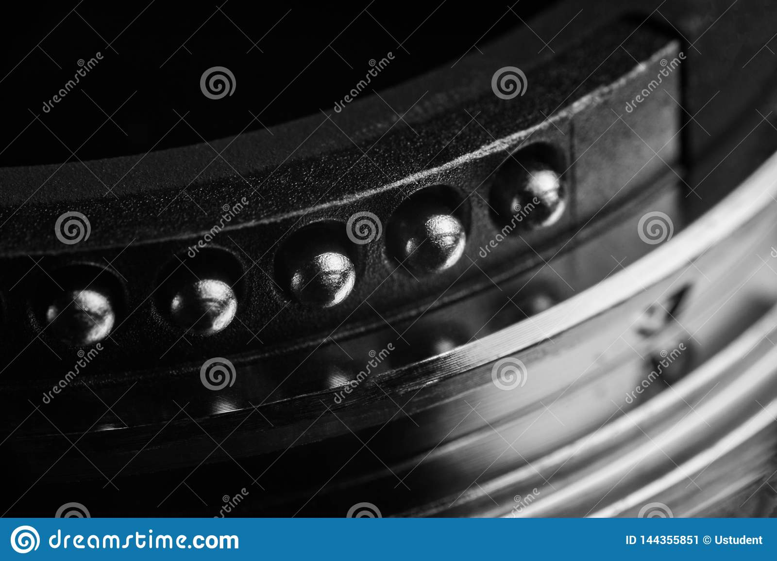 The contacts of the lens mount