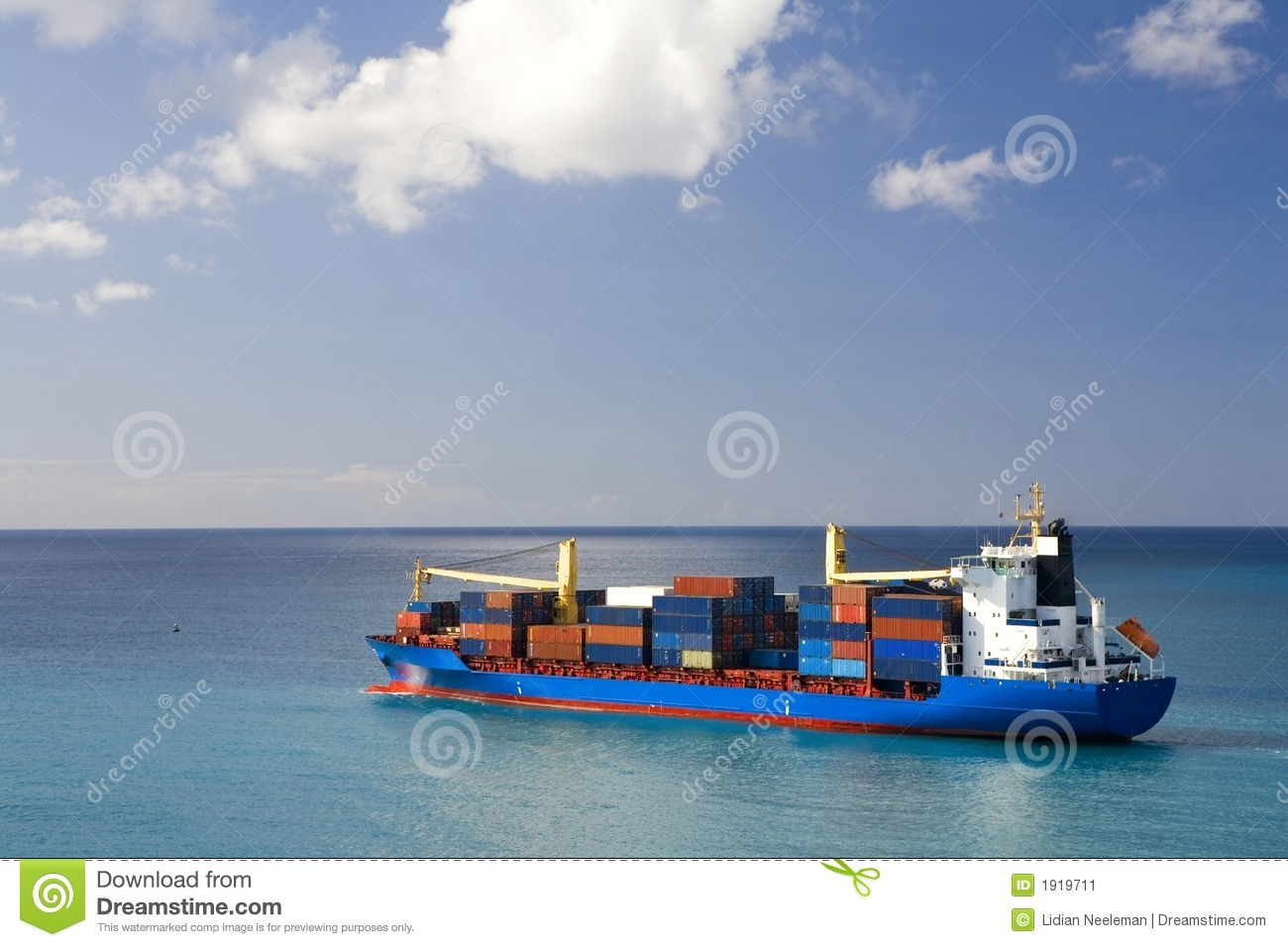 Containerschiff in hoher See
