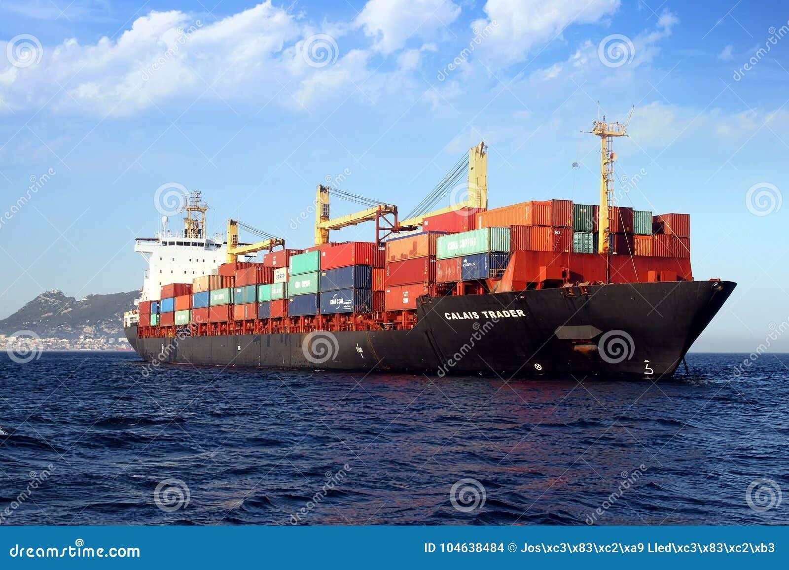 Download Containership De Handelaar Van Calais In Algeciras Baai In Spanje Wordt Verankerd Dat Redactionele Stock Afbeelding - Afbeelding bestaande uit kraan, shipping: 104638484