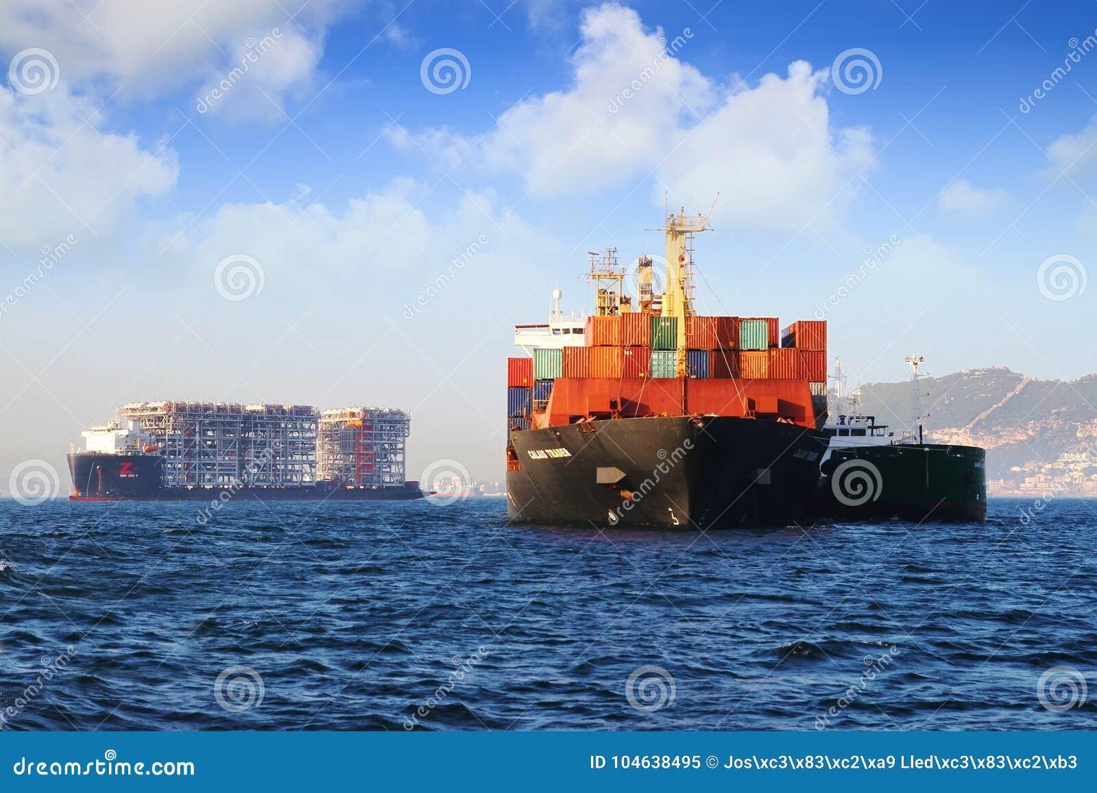 Download Containership De Handelaar Van Calais In Algeciras Baai In Spanje Wordt Verankerd Dat Redactionele Afbeelding - Afbeelding bestaande uit spanje, anker: 104638495