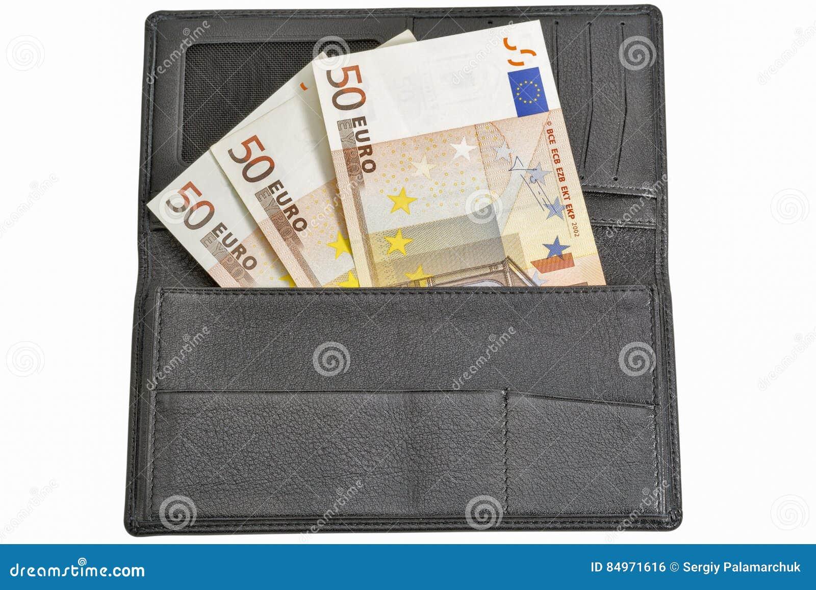 Contas do Euro na carteira de couro preta isolada no branco