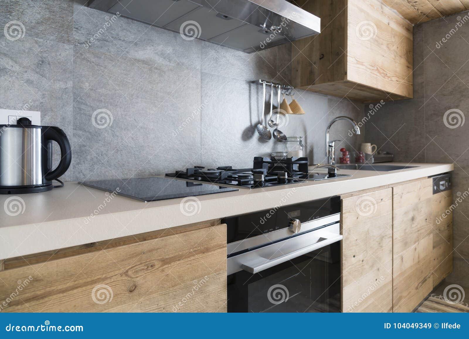 Contatore Di Cucina Di Legno Moderno Immagine Stock - Immagine di ...