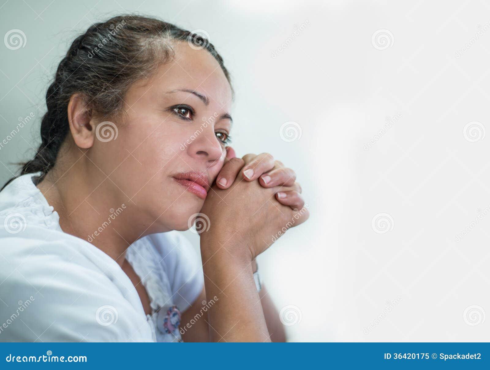Contemplatieve Spaanse Vrouw