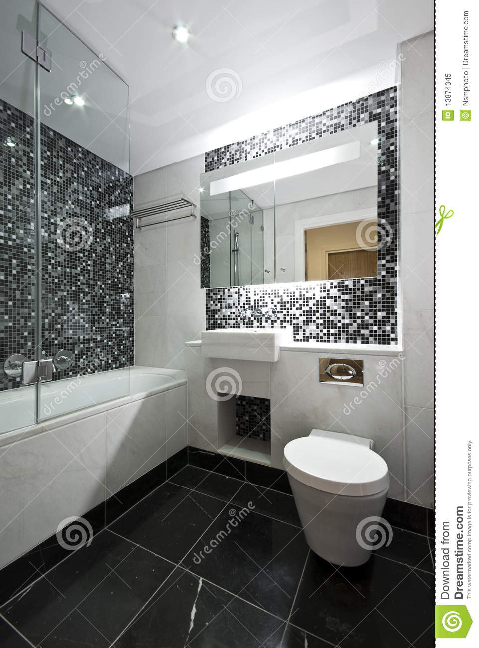 Contemporary en suite bathroom in black and white stock for Carrelage salle de bain imitation marbre