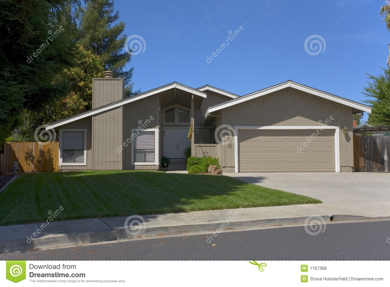 Contemporary single story home royalty free stock photos for One story modern house