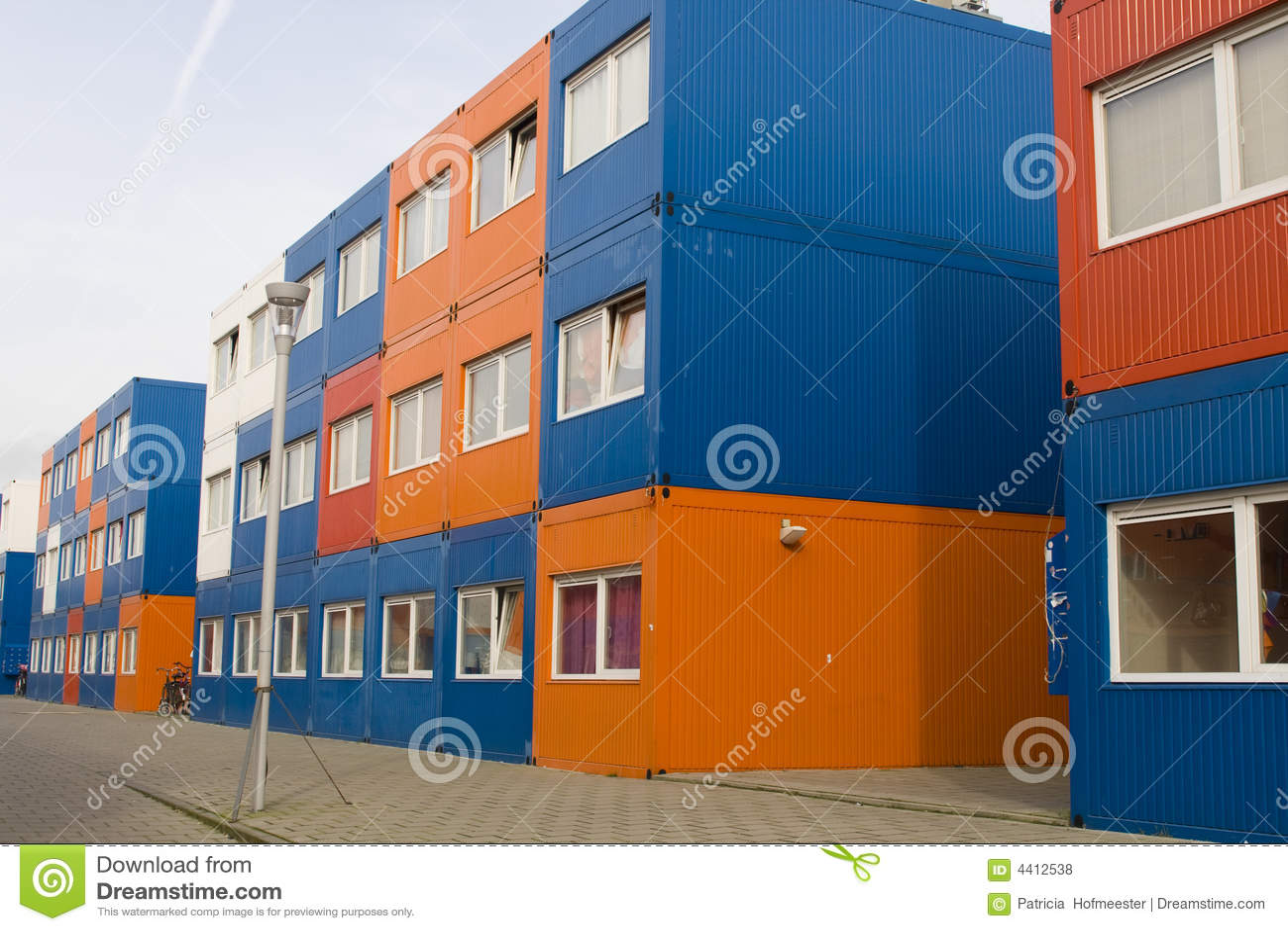 Contenedores para mercanc as coloridos usados como casas - Contenedores como casa ...