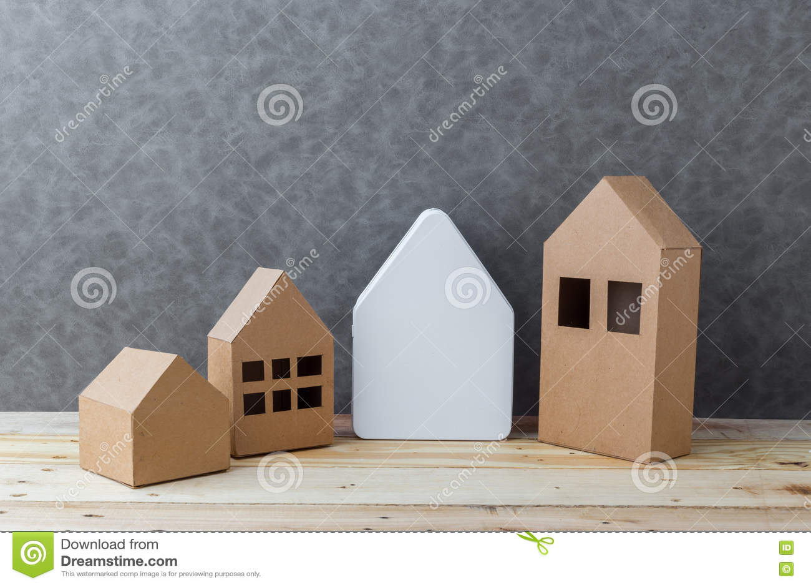Contenga El Concepto Con Cartulina De La Forma De La Casa En Piso Y