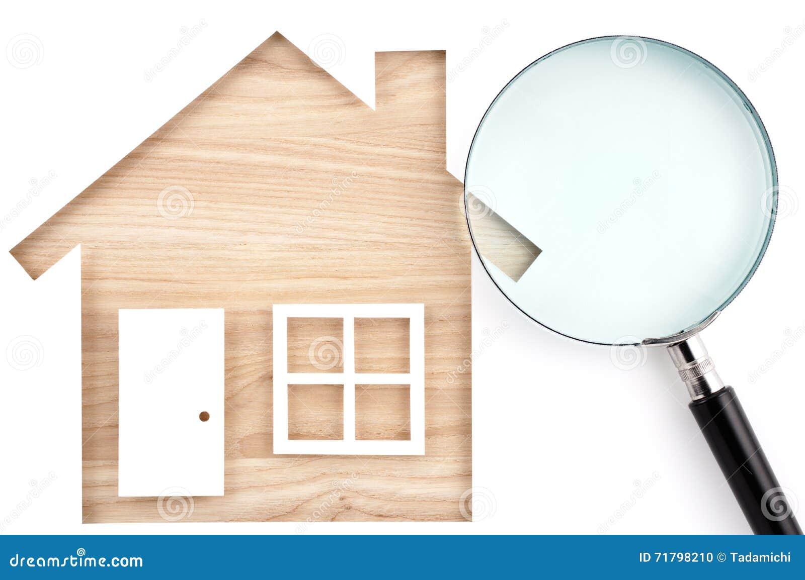 Contenga el recorte y la lupa de papel formados en la madera de construcción de madera natural