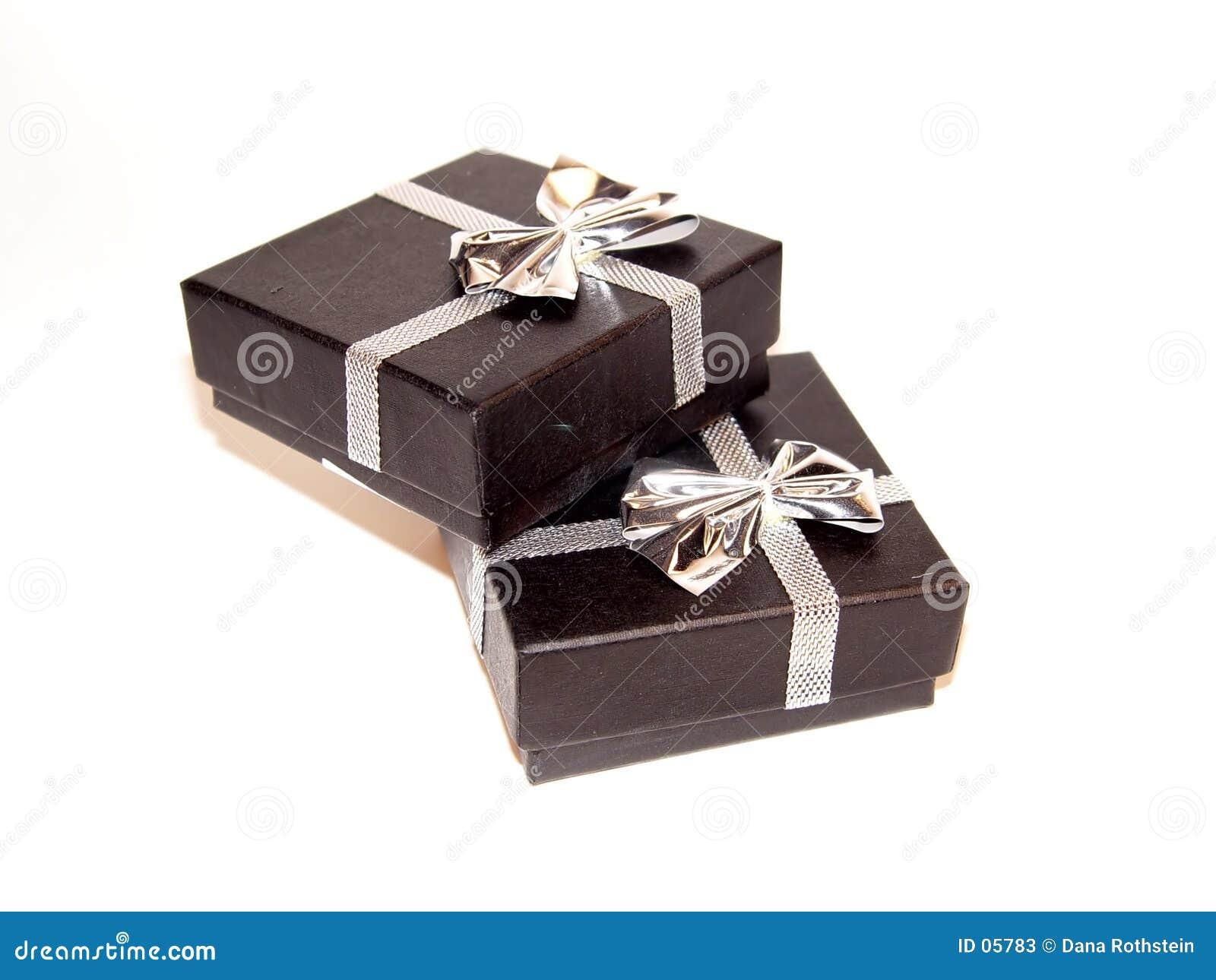 Download Contenitori di regalo immagine stock. Immagine di nastro - 5783